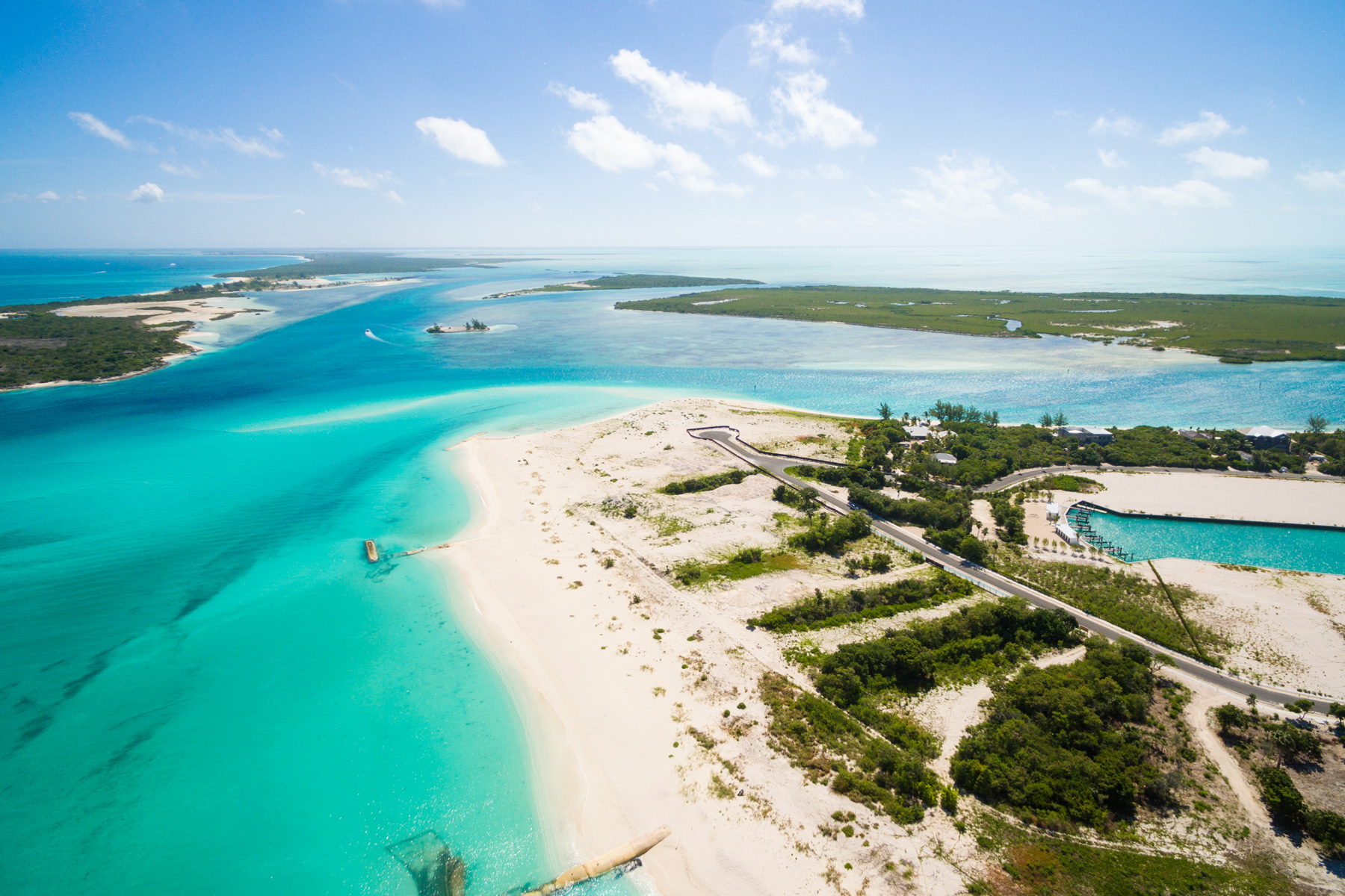 Additional photo for property listing at Emerald Estate Beach Villa Beachfront Emerald Point Leeward, Providenciales TKCA 1ZZ Turks And Caicos Islands