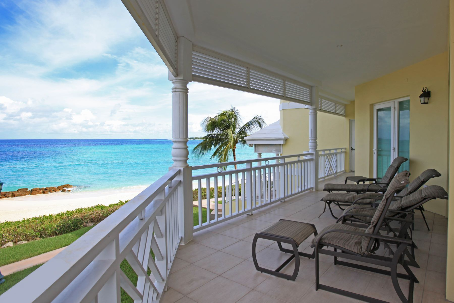 Additional photo for property listing at Bayroc Beachfront Condominium Bayroc, Cable Beach, Nassau And Paradise Island Bahamas