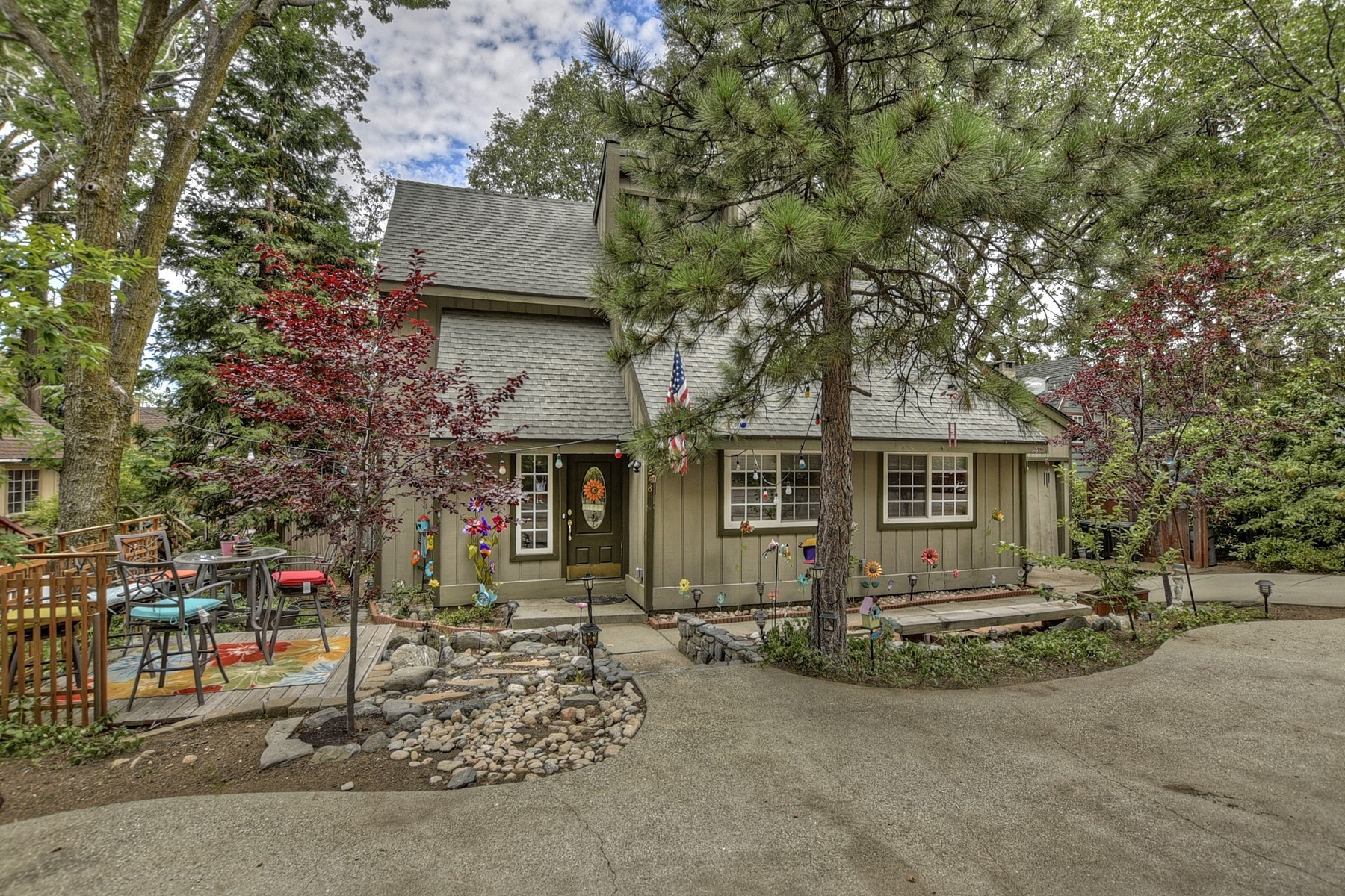 Single Family Homes for Sale at Arrowhead, California 248 Hemlock Drive Lake Arrowhead, California 92352 United States