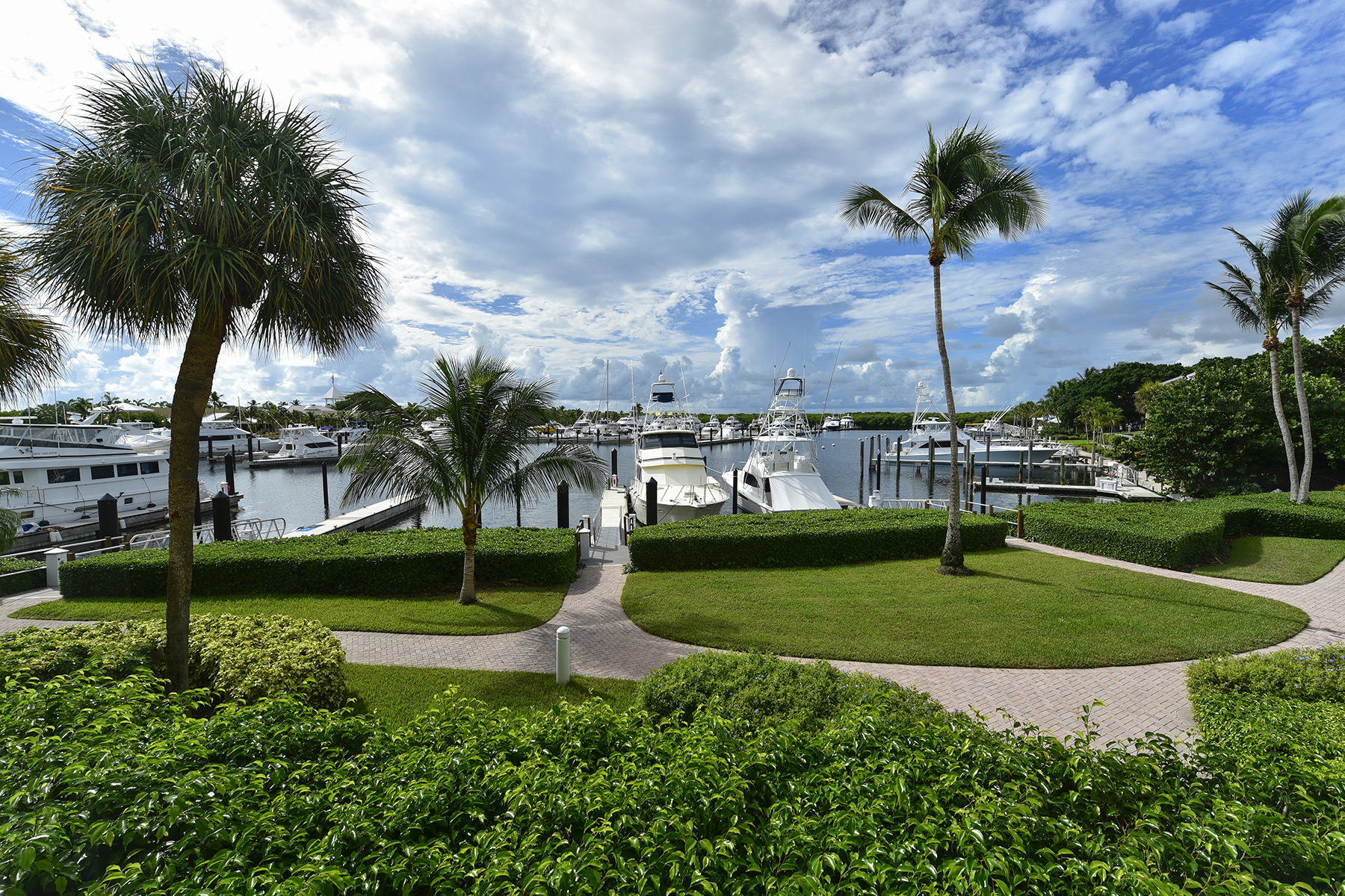 Condominio per Vendita alle ore Waterfront Condominium at Ocean Reef 18 Marina Drive, Unit A Key Largo, Florida 33037 Stati Uniti