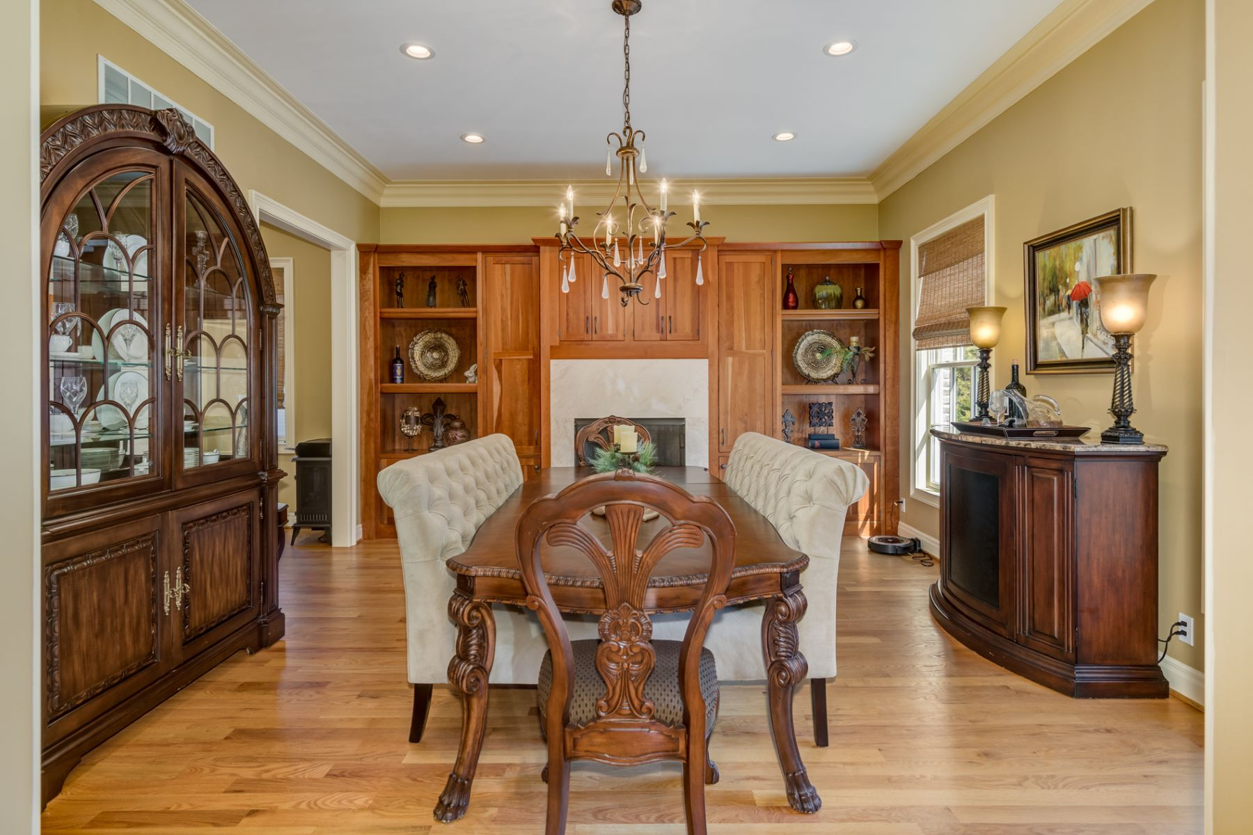 Additional photo for property listing at Stunning Executive Home in the Heart of Clayton  Clayton, Missouri 63105 United States