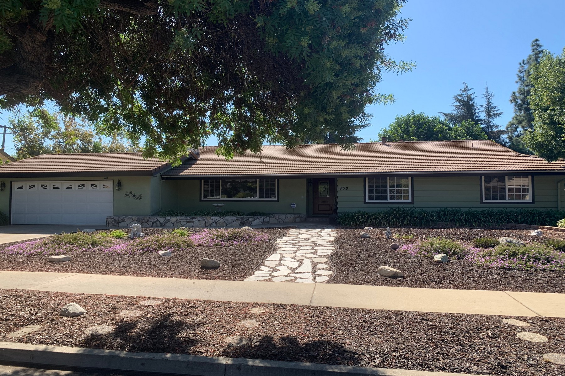 Single Family Homes for Sale at 850 Maryhurst Drive, Claremont, CA 91711 850 Maryhurst Drive Claremont, California 91711 United States