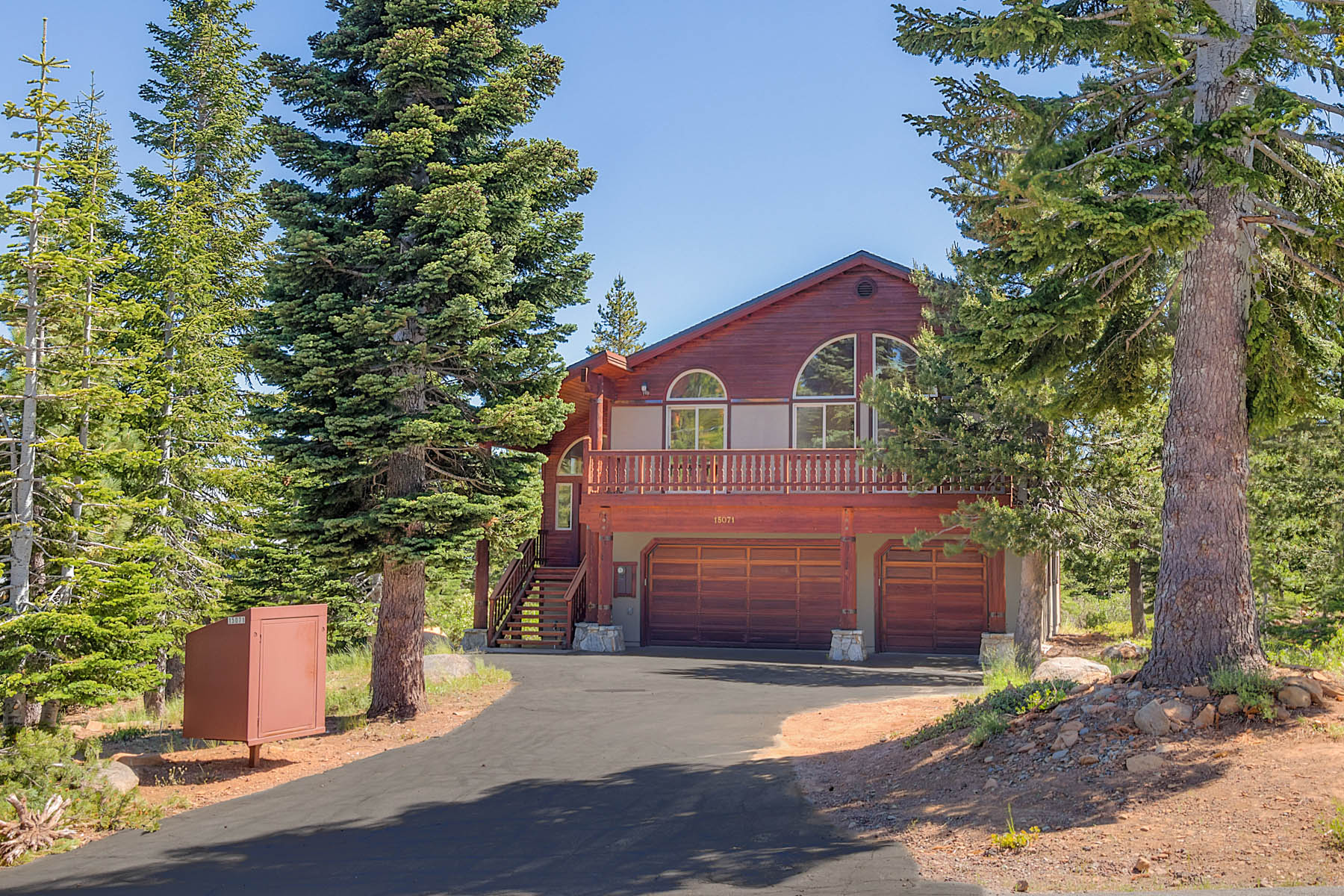 Single Family Home for Active at 15071 Skislope Way, Truckee, CA 15071 Ski Slope Way Truckee, California 96161 United States