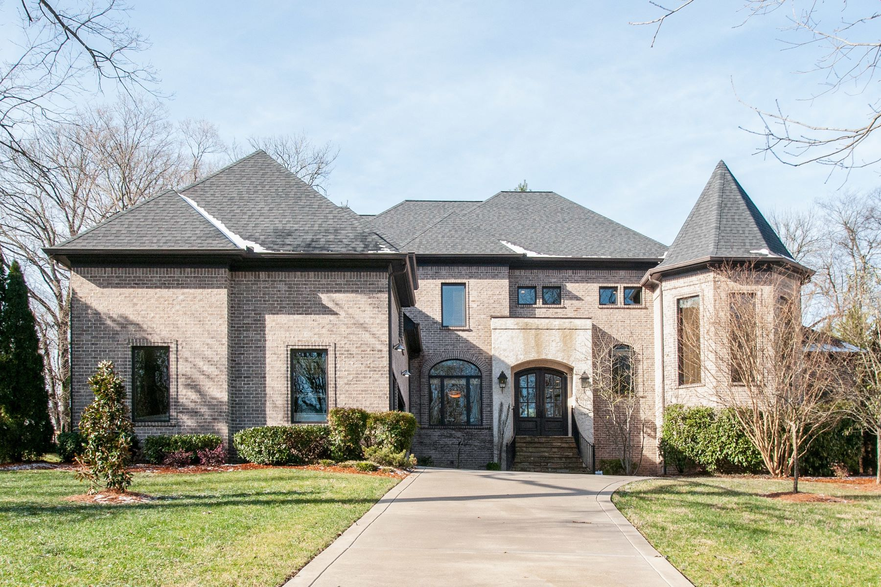single family homes for Sale at Stunning Home in Pristine Condition! 4017 Wallace Lane Nashville, Tennessee 37215 United States