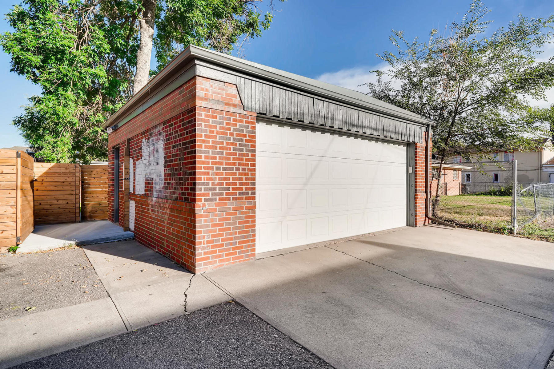 Additional photo for property listing at Stunning Home In Small Enclave 1531 Wabash St Denver, Colorado 80220 United States