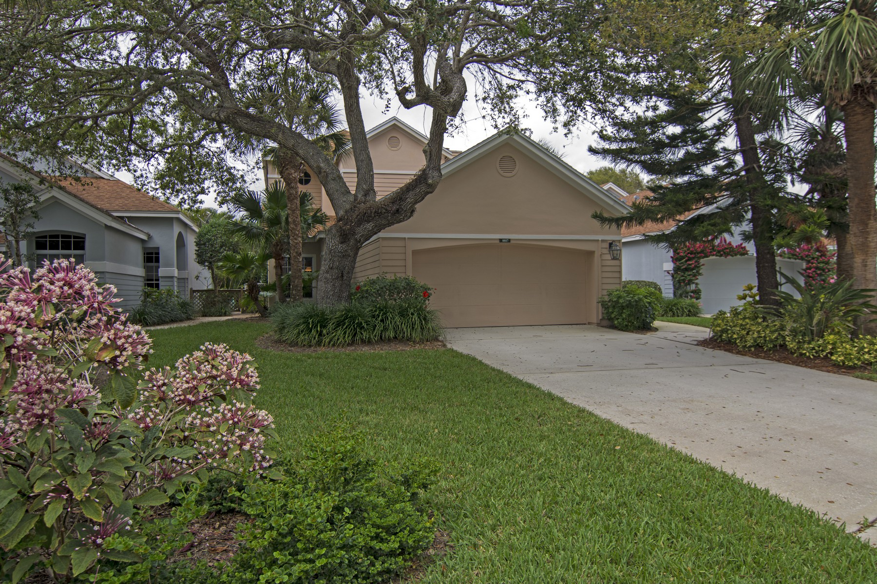 独户住宅 为 销售 在 Sea Oaks River Home 8817 Lakeside Circle, 维罗海滩, 佛罗里达州, 32963 美国