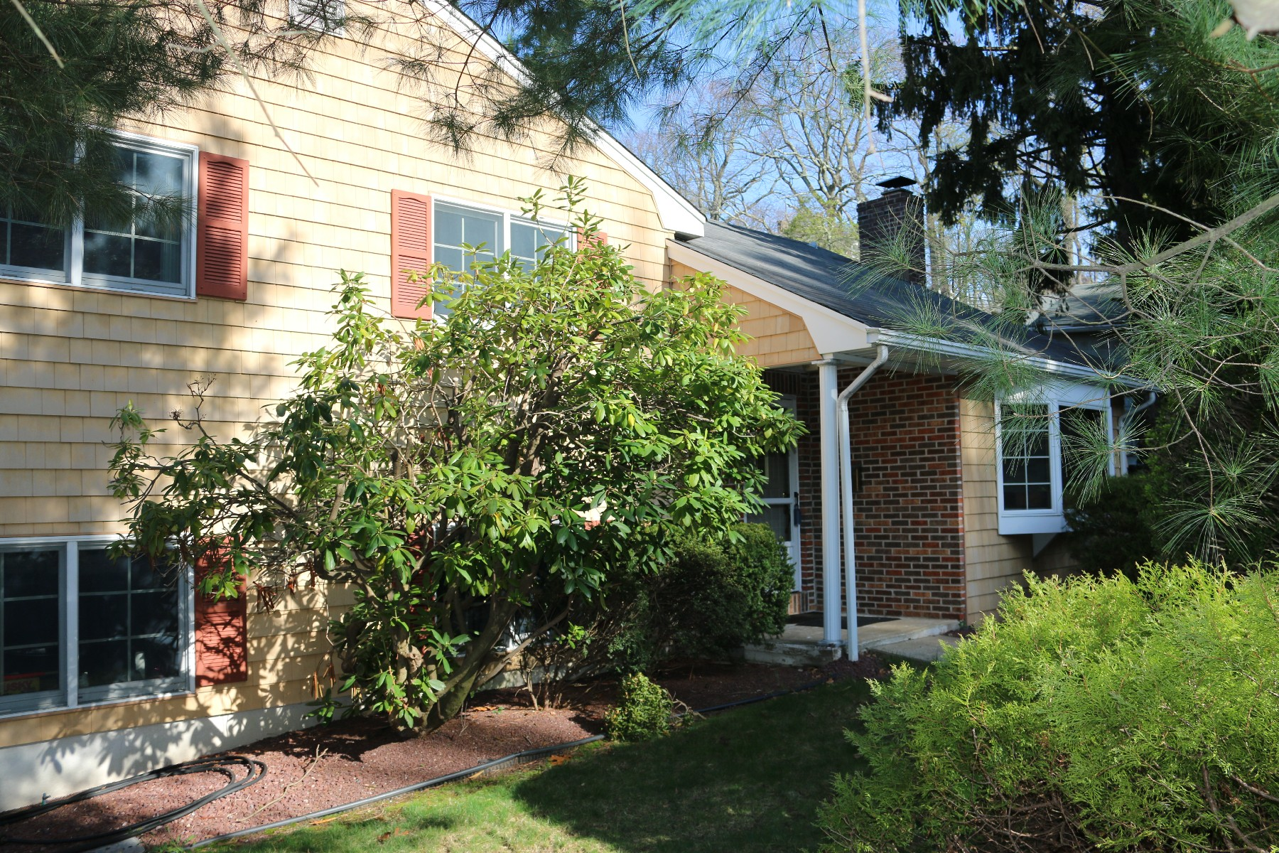 Single Family Homes for Sale at Spacious Split Level 43 Grand Avenue Atlantic Highlands, New Jersey 07716 United States