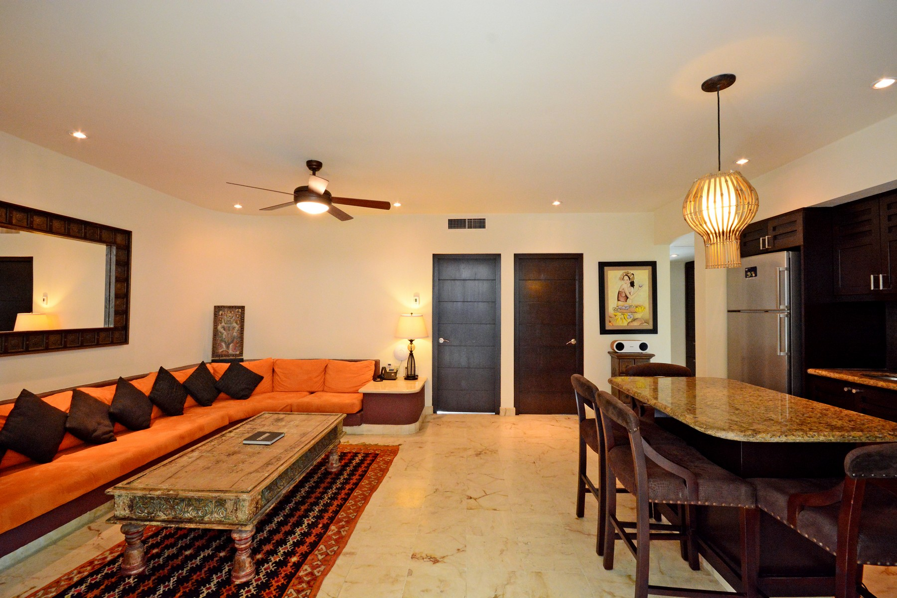 Additional photo for property listing at INSPIRING BEACHFRONT APARTMENT Oceanfront,  3rd Level, El Taj Calle 1era Nte, entre 12 y 14 Nte. Playa Del Carmen, Quintana Roo 77710 Mexico