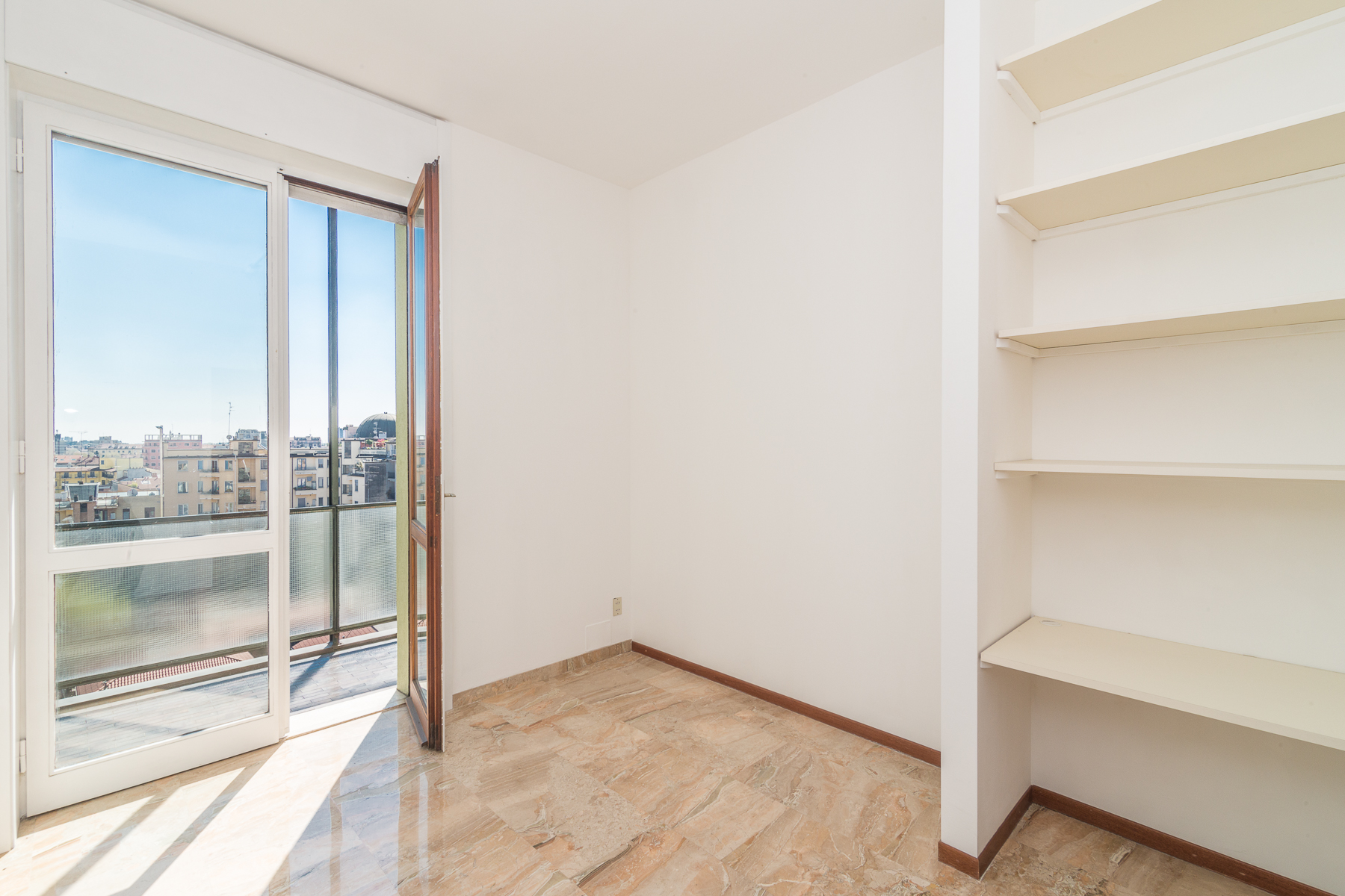 Additional photo for property listing at Extremely bright apartment with breath- taking view of the city Viale Angelo Filippetti Milano, Milan 20122 Italy