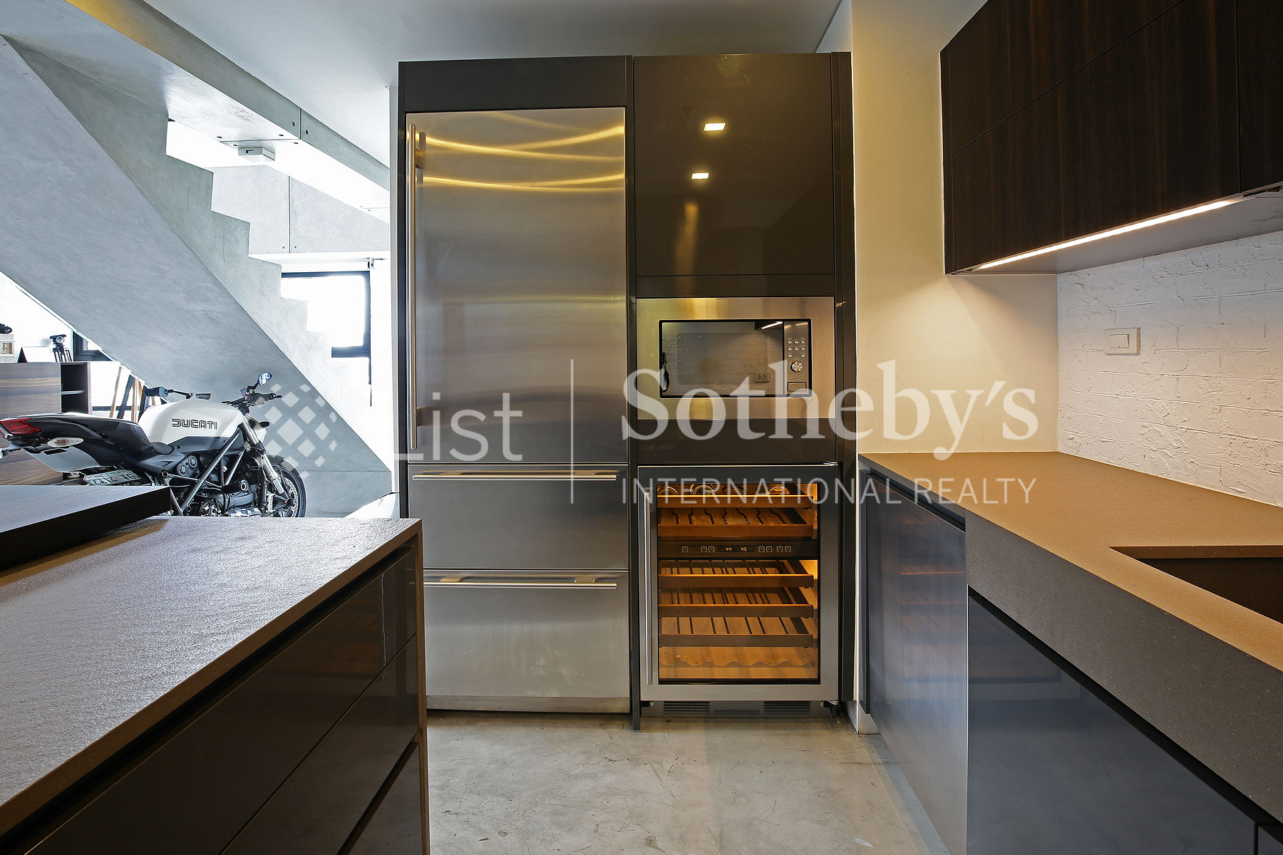 Additional photo for property listing at Interior Designed Custom Built New York Style Loft Apartment  Taguig, Luzon 1643 Filipinas