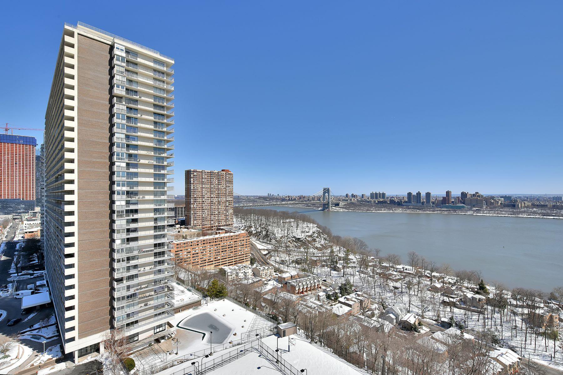 Appartement en copropriété pour l Vente à Luxury Living 1512 Palisade Ave 9 N Fort Lee, New Jersey 07024 États-Unis