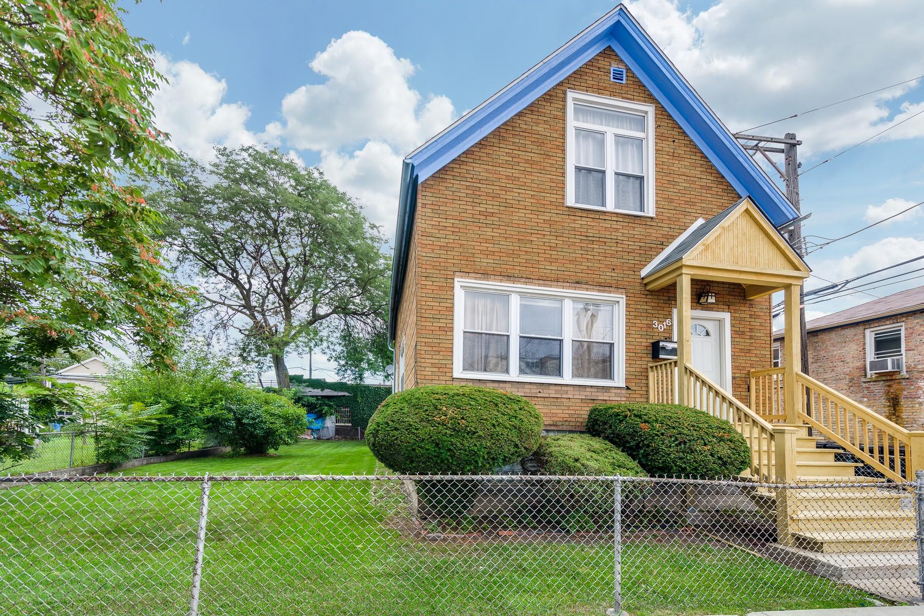 独户住宅 为 销售 在 Great Home on Double Lot 3016 W Medill Avenue 芝加哥, 伊利诺斯州, 60647 美国