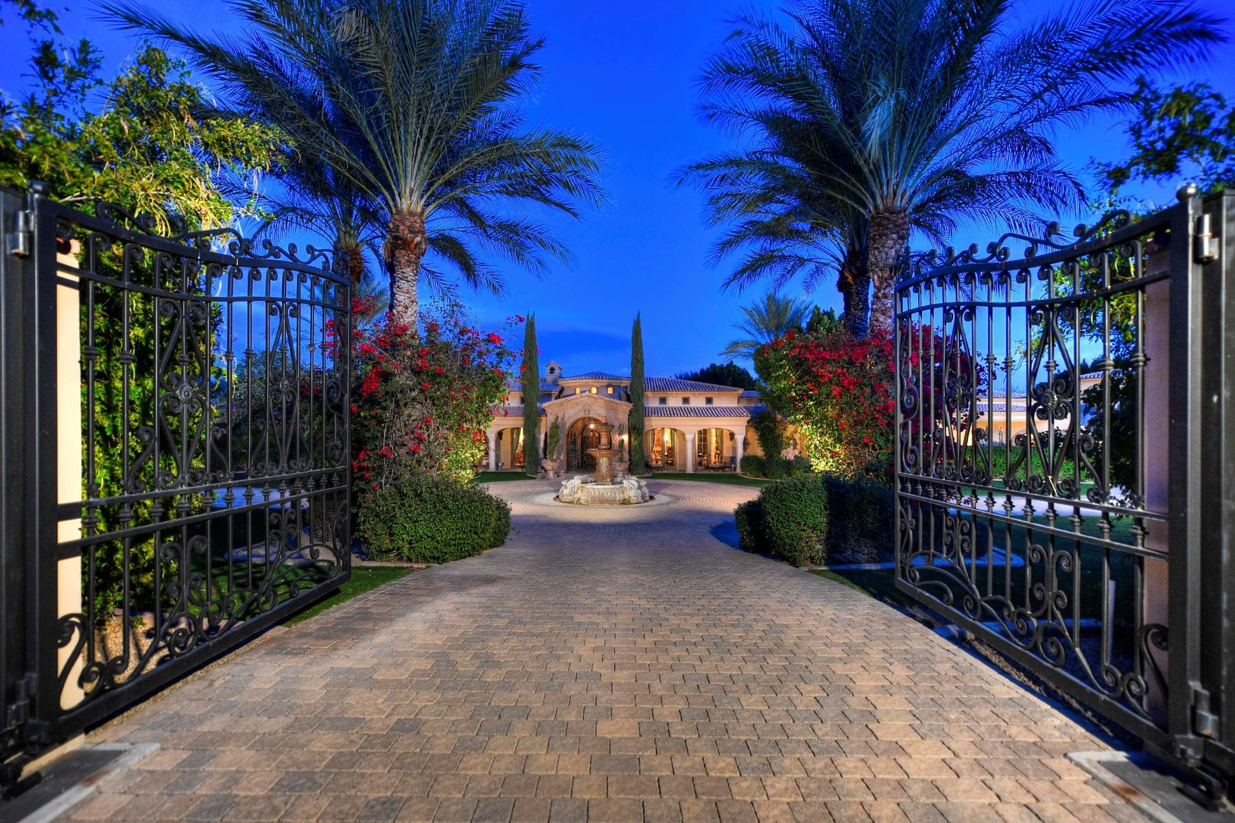 Casa para uma família para Venda às Exceptional European Estate in Paradise Valley 5035 N INVERGORDON RD Paradise Valley, Arizona 85253 Estados Unidos