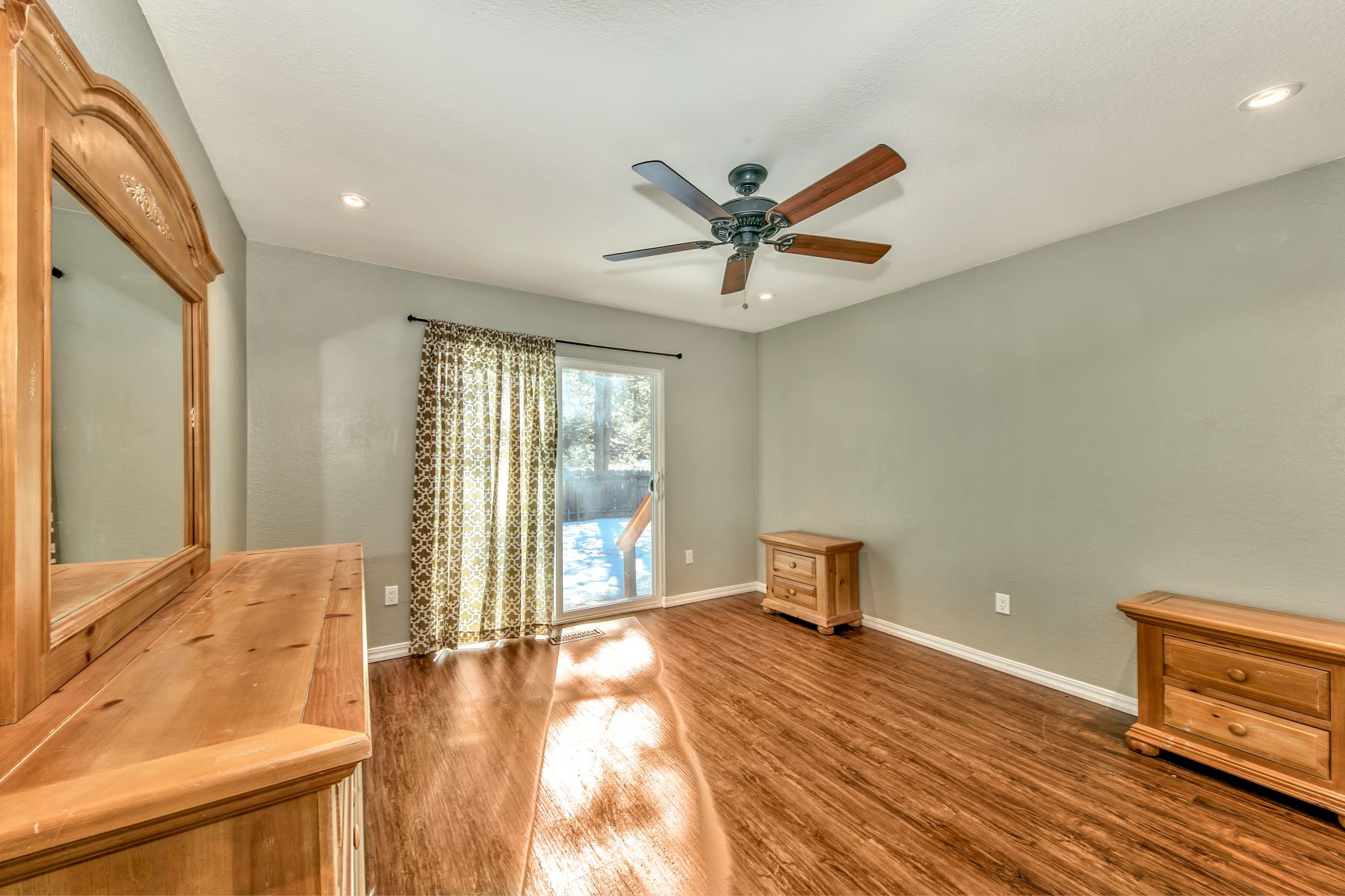 Additional photo for property listing at 2234 Barton Ave, South Lake Tahoe, CA 96150 2234 Barton Avenue South Lake Tahoe, California 96150 United States
