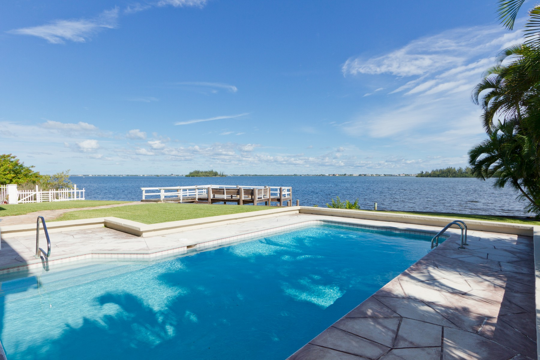 Additional photo for property listing at Sunrise Point!  Direct Riverfront Pool Home With Dock 499 12th Street SE Vero Beach, Florida 32962 United States
