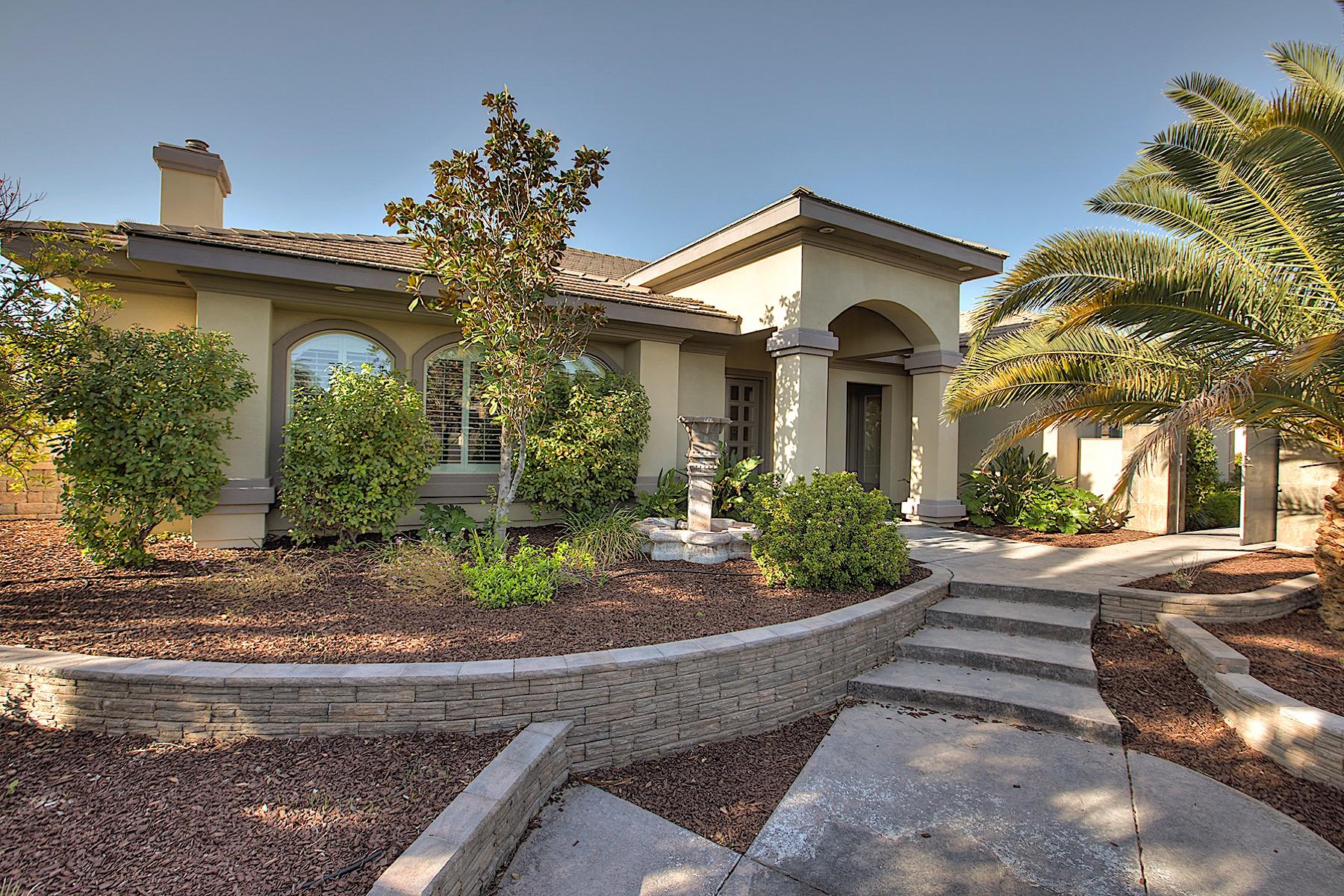 独户住宅 为 销售 在 8605 Queens Brook Ct 拉斯维加斯, 内华达州, 89129 美国