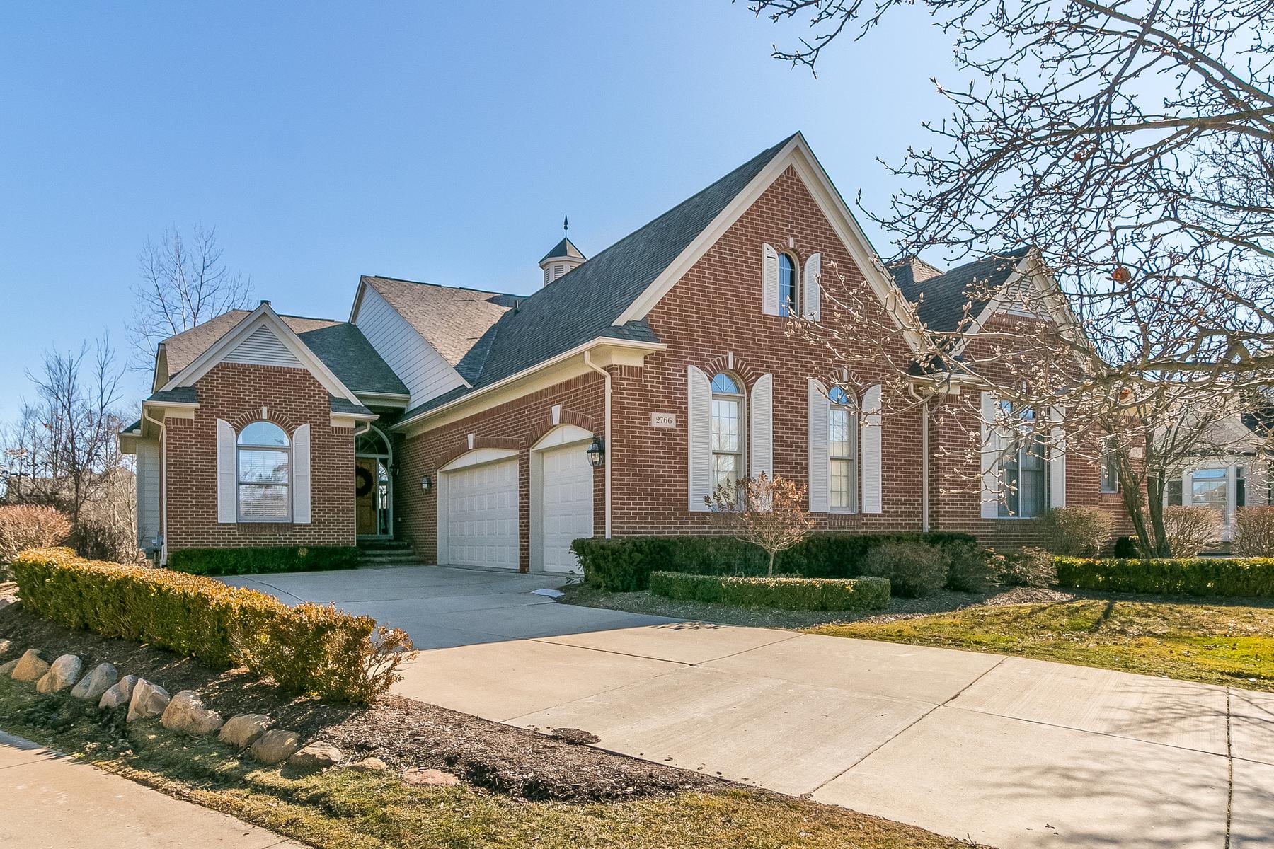Single Family Homes pour l Vente à Oakland Townsip 2766 Antrim Court, Oakland Township, Michigan 48306 États-Unis