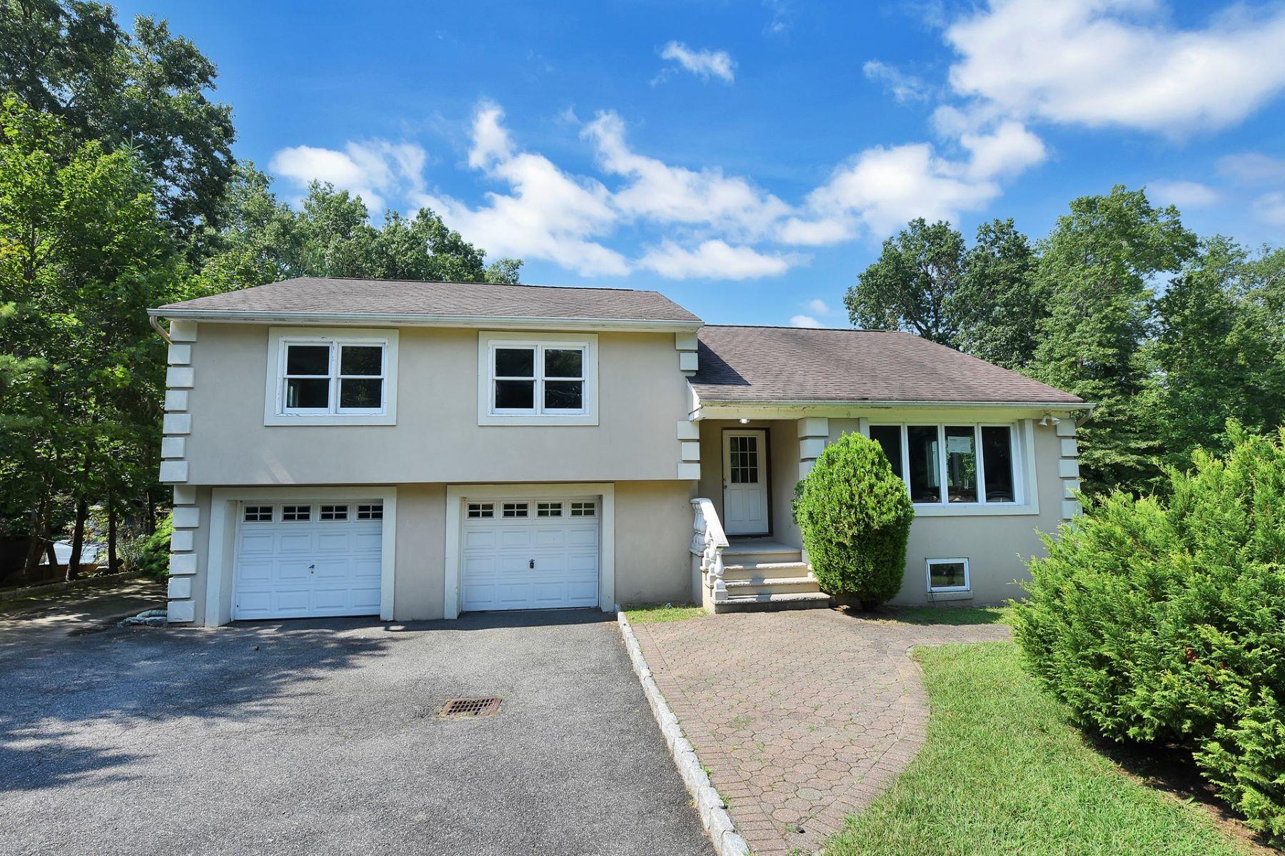 Single Family Homes för Försäljning vid Uniquely Renovated 497 Piermont Road, Cresskill, New Jersey 07626 Förenta staterna