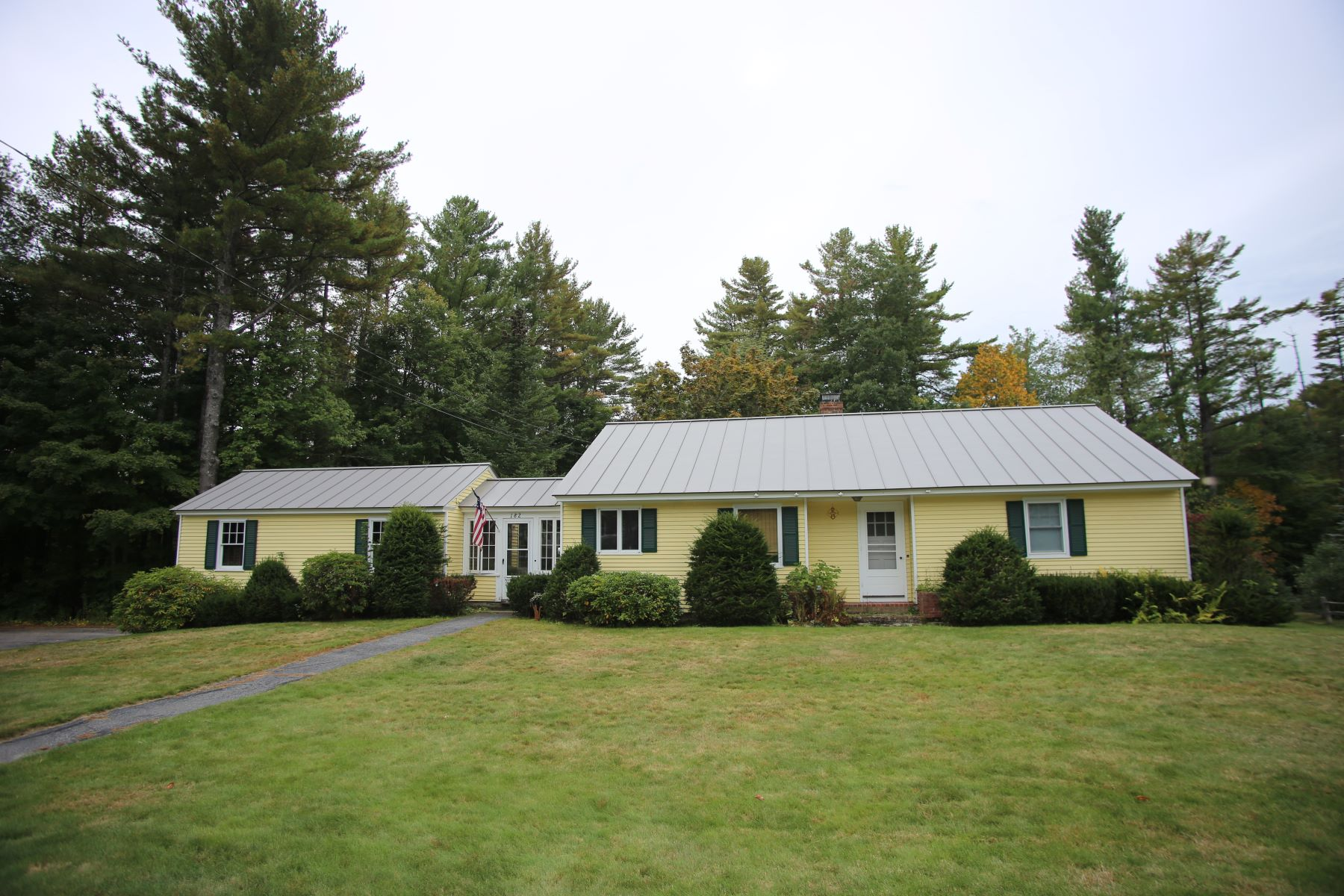 Single Family Homes for Active at 182 Everett Park, New London 182 Everett Park New London, New Hampshire 03257 United States