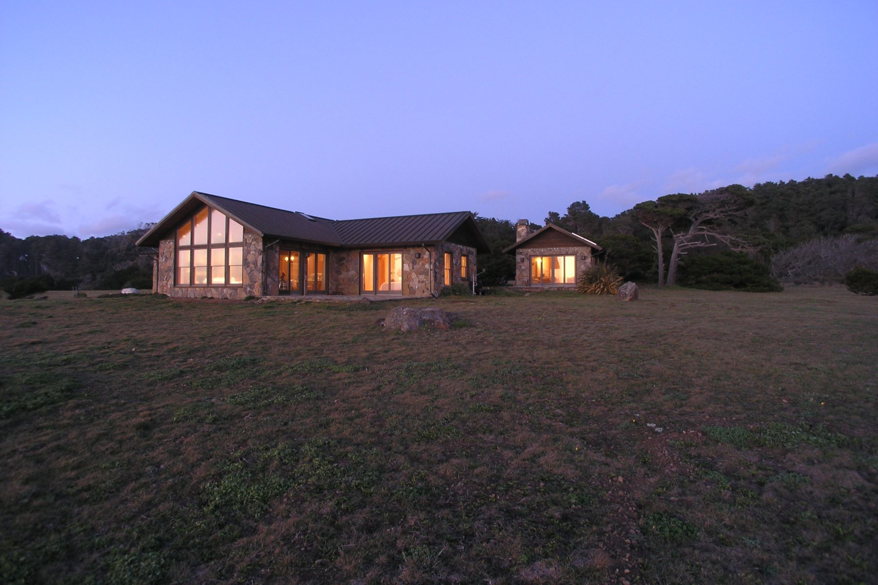 Additional photo for property listing at Oceanfront Elegance 17260 Ocean Drive Fort Bragg, California 95437 United States