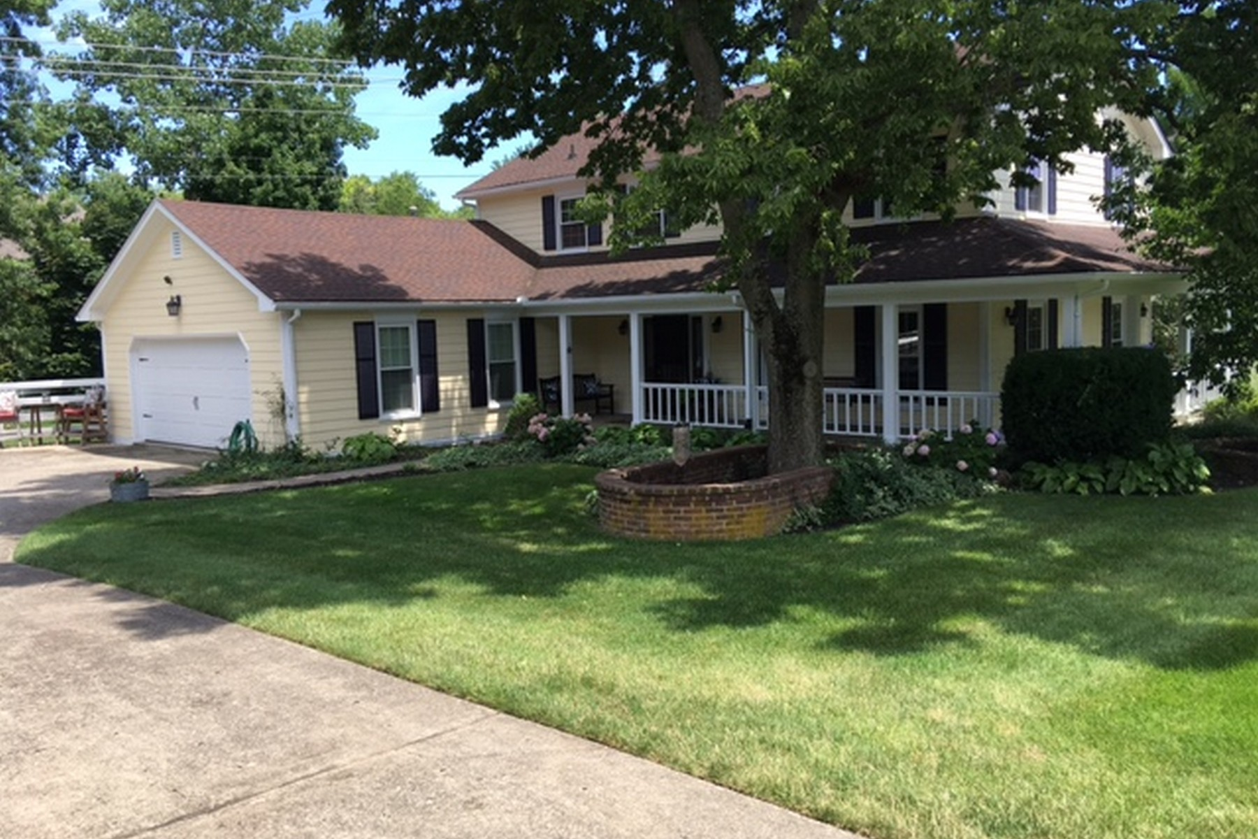 Single Family Home for Sale at 940 Chinoe Road Lexington, Kentucky 40502 United States