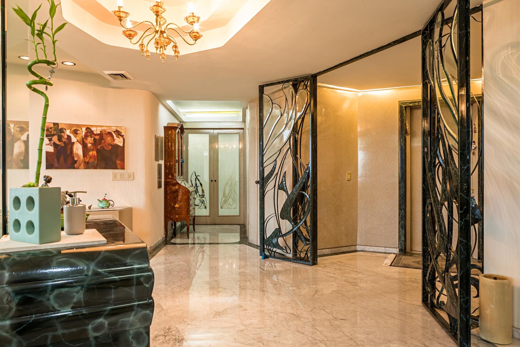 Apartamento por un Venta en Departamento Paseo del Edén Paseo del Edén 2449 Guadalajara, Jalisco 44660 México