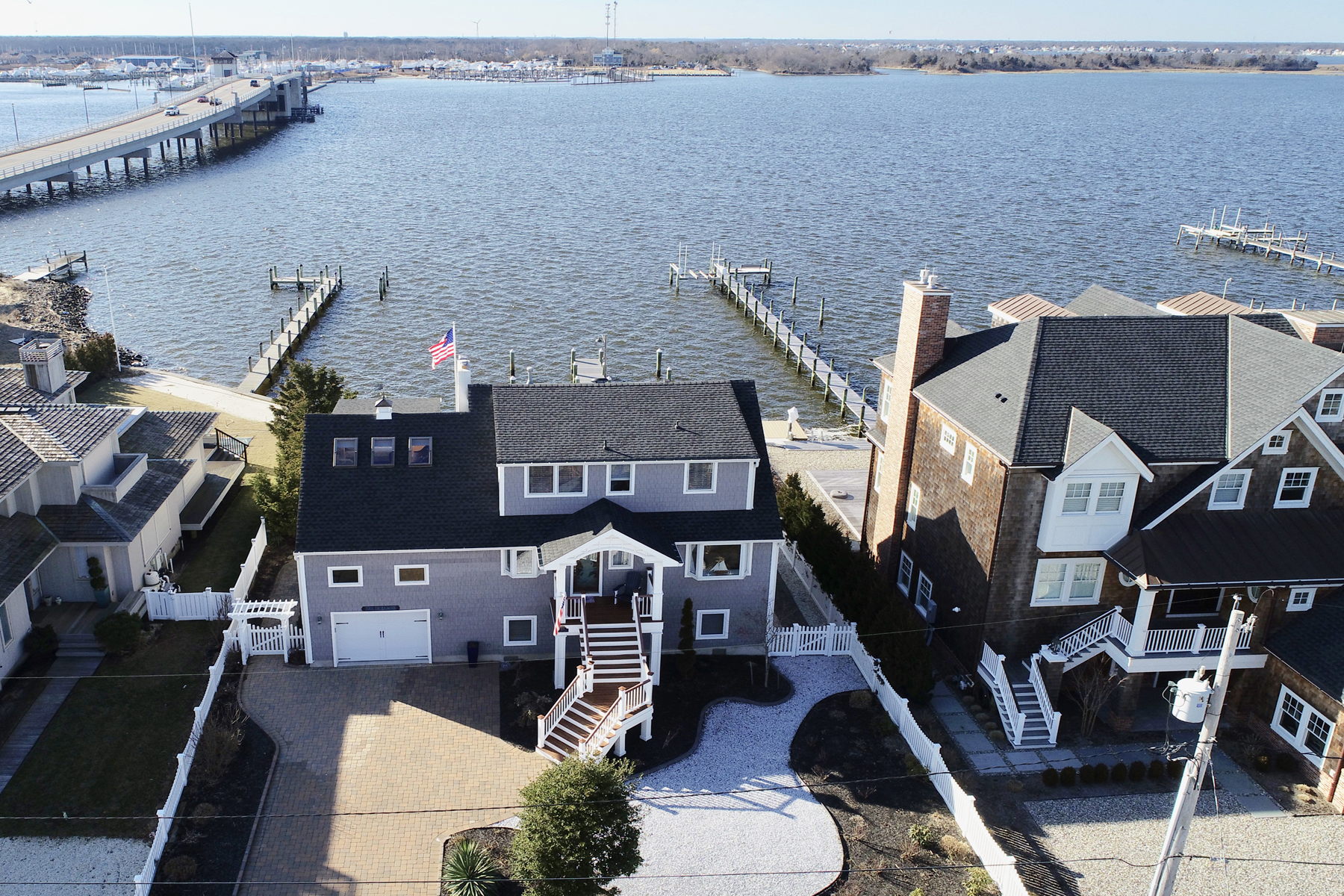 Maison unifamiliale pour l Vente à Seashore Living At Its Best! 1122 Barnegat Lane, Mantoloking, New Jersey 08738 États-Unis