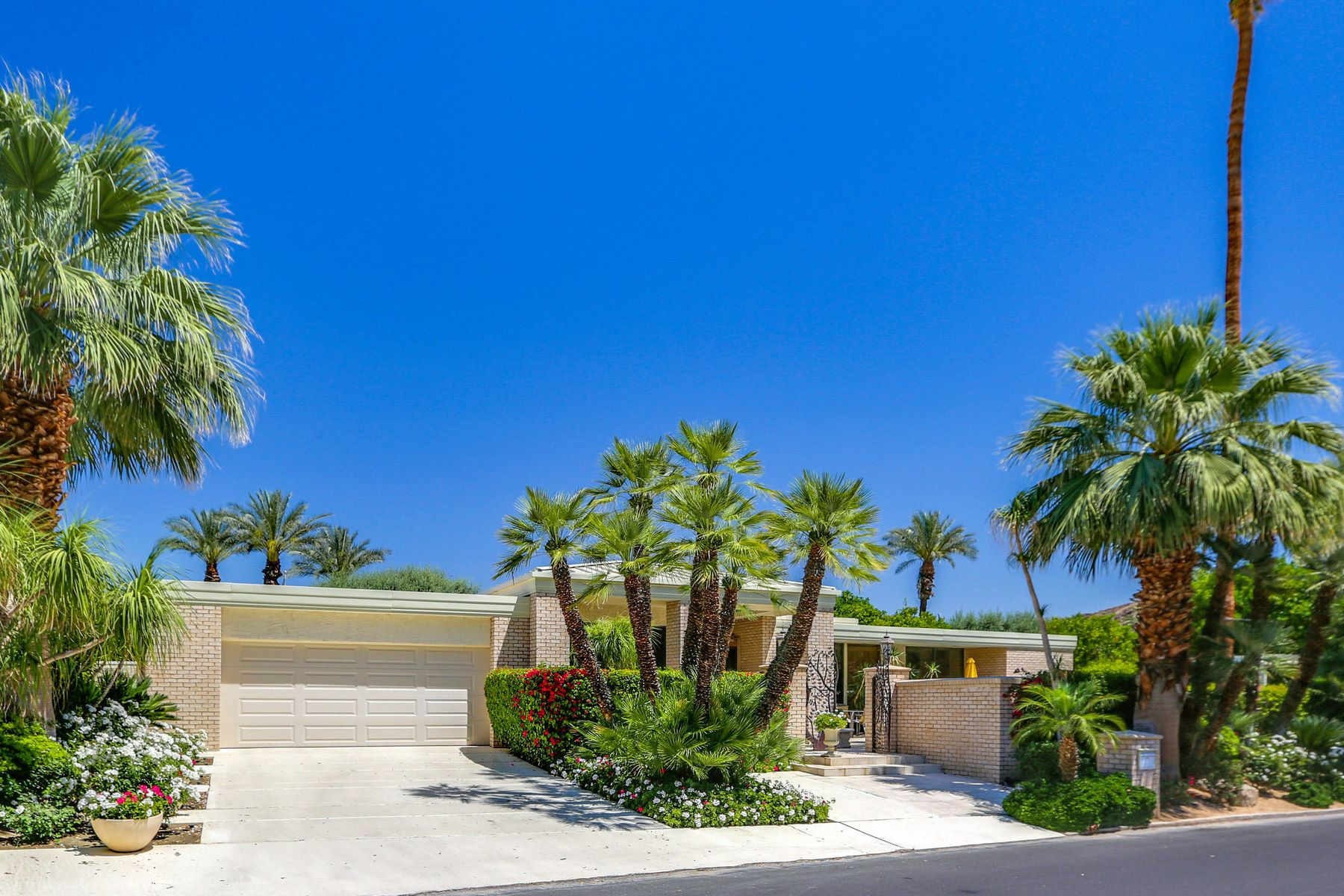 Single Family Homes for Sale at 46665 East Eldorado Drive Indian Wells, California 92210 United States