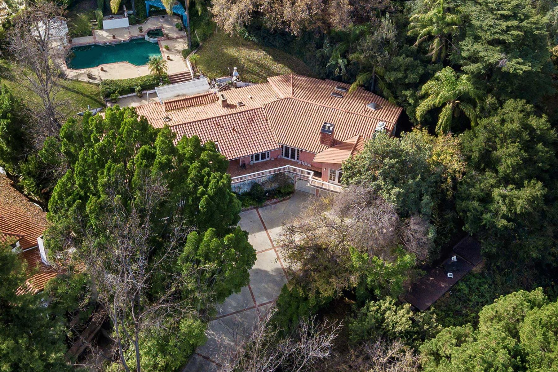Single Family Homes for Active at 17030 Rancho Street Encino, California 91316 United States