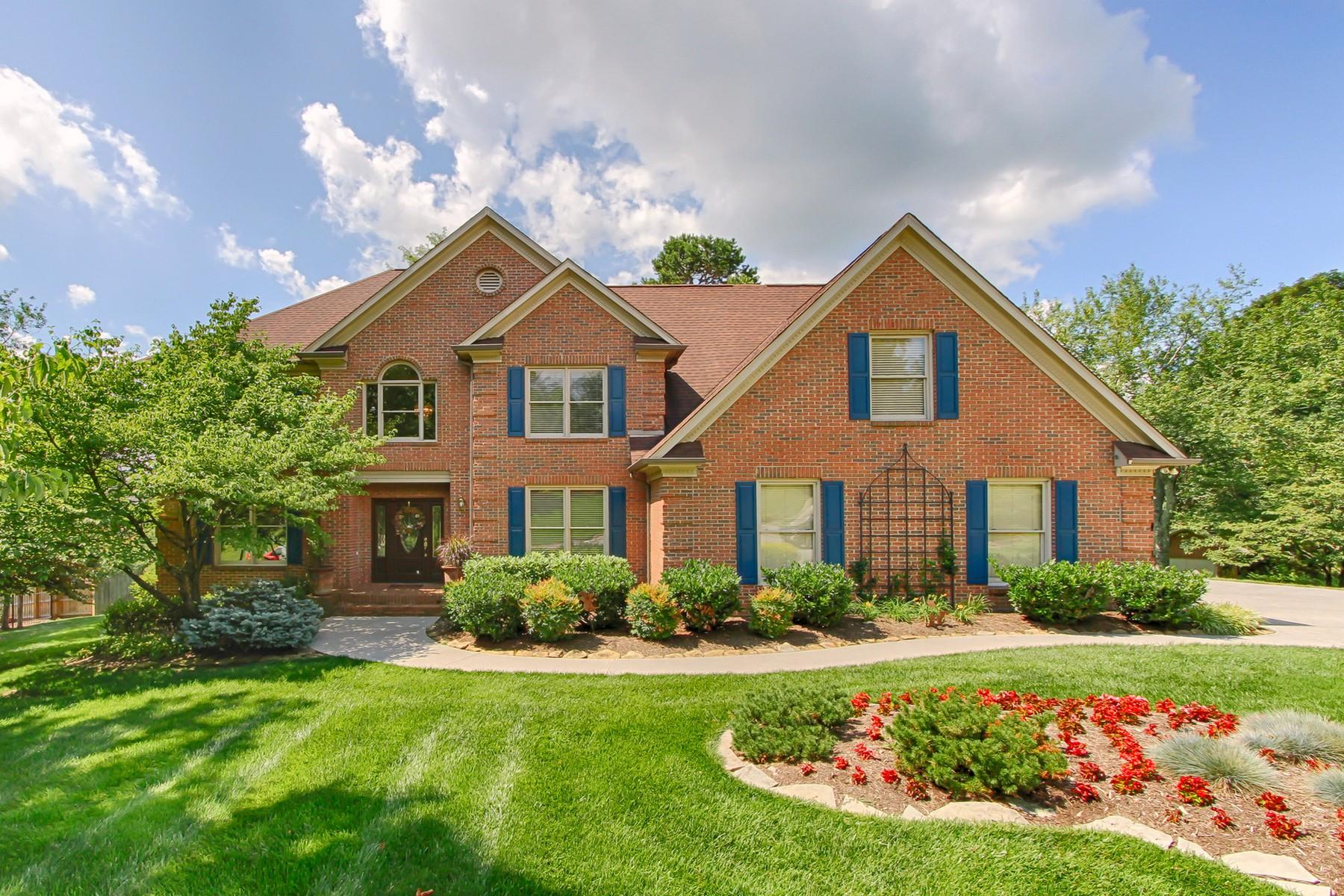 Maison unifamiliale pour l Vente à Beautiful 2 Story All Brick Home 605 Werndl Drive Knoxville, Tennessee, 37934 États-Unis