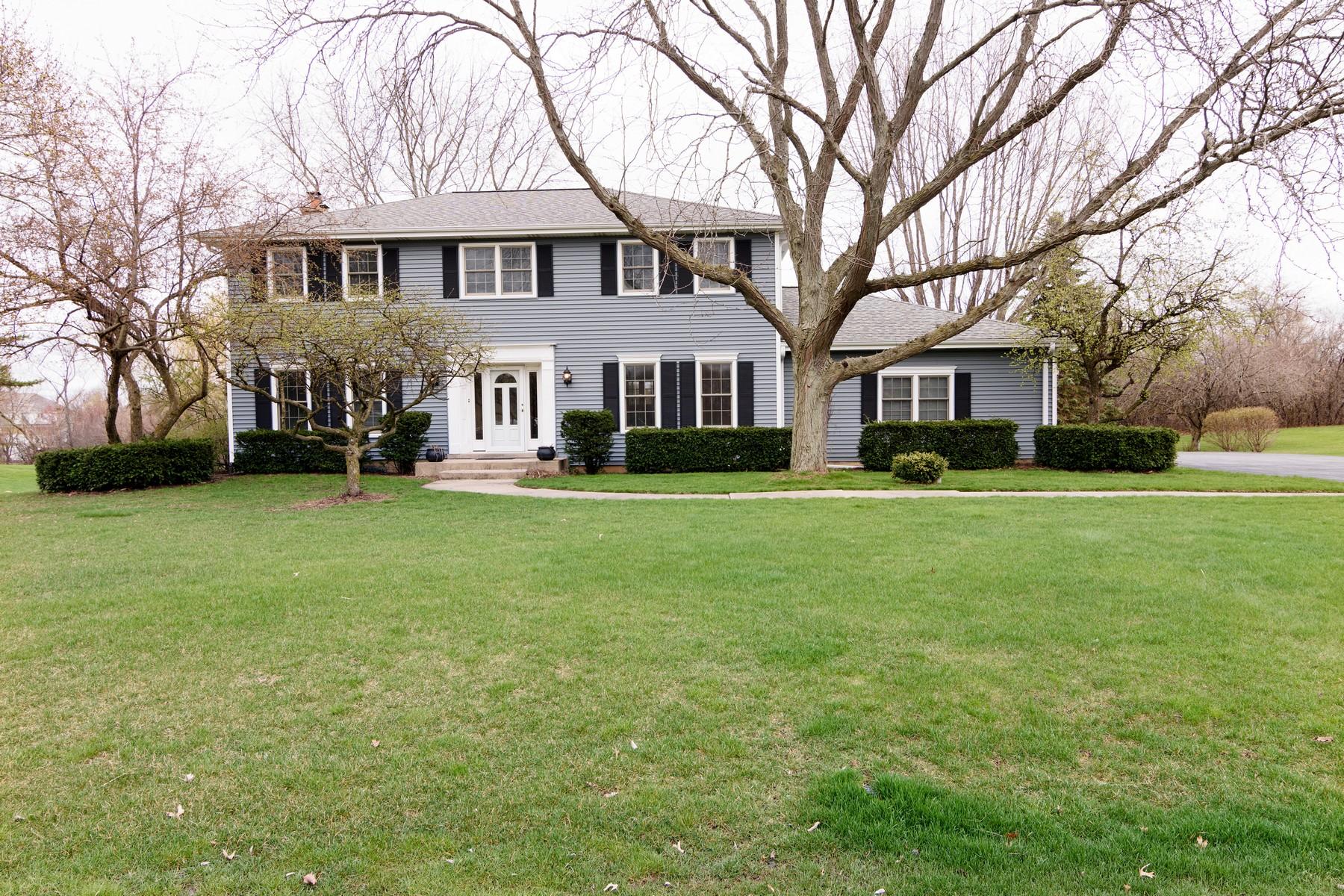 Maison unifamiliale pour l Vente à Inviting Two Story Georgian 20785 N Juniper Lane Barrington, Illinois, 60010 États-Unis