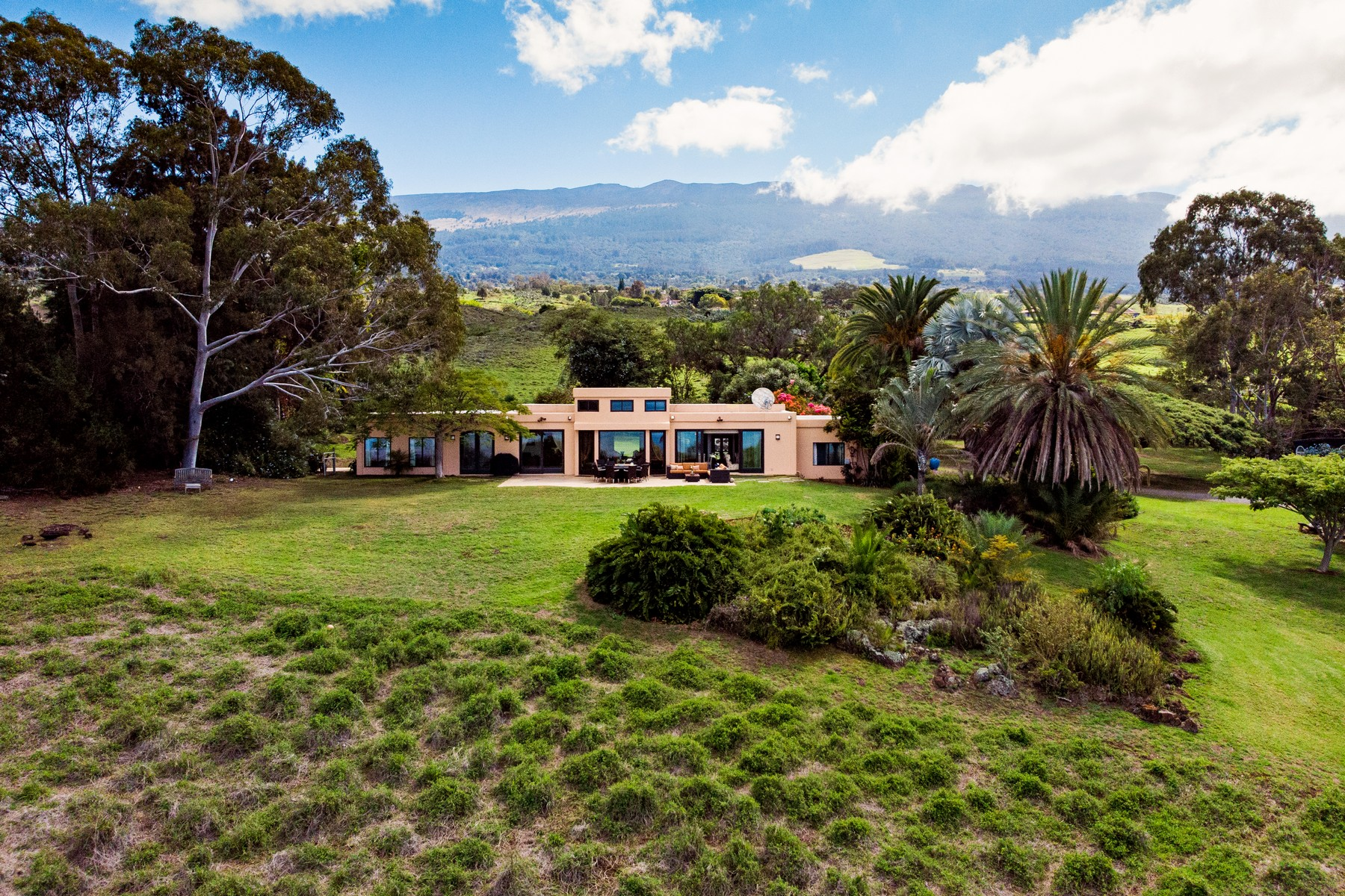 Single Family Homes 为 销售 在 Tuscan Villa Meets The Perfect Kula Climate with Bi-Coastal Views 1304 Naalae Rd 库拉, 夏威夷 96790 美国