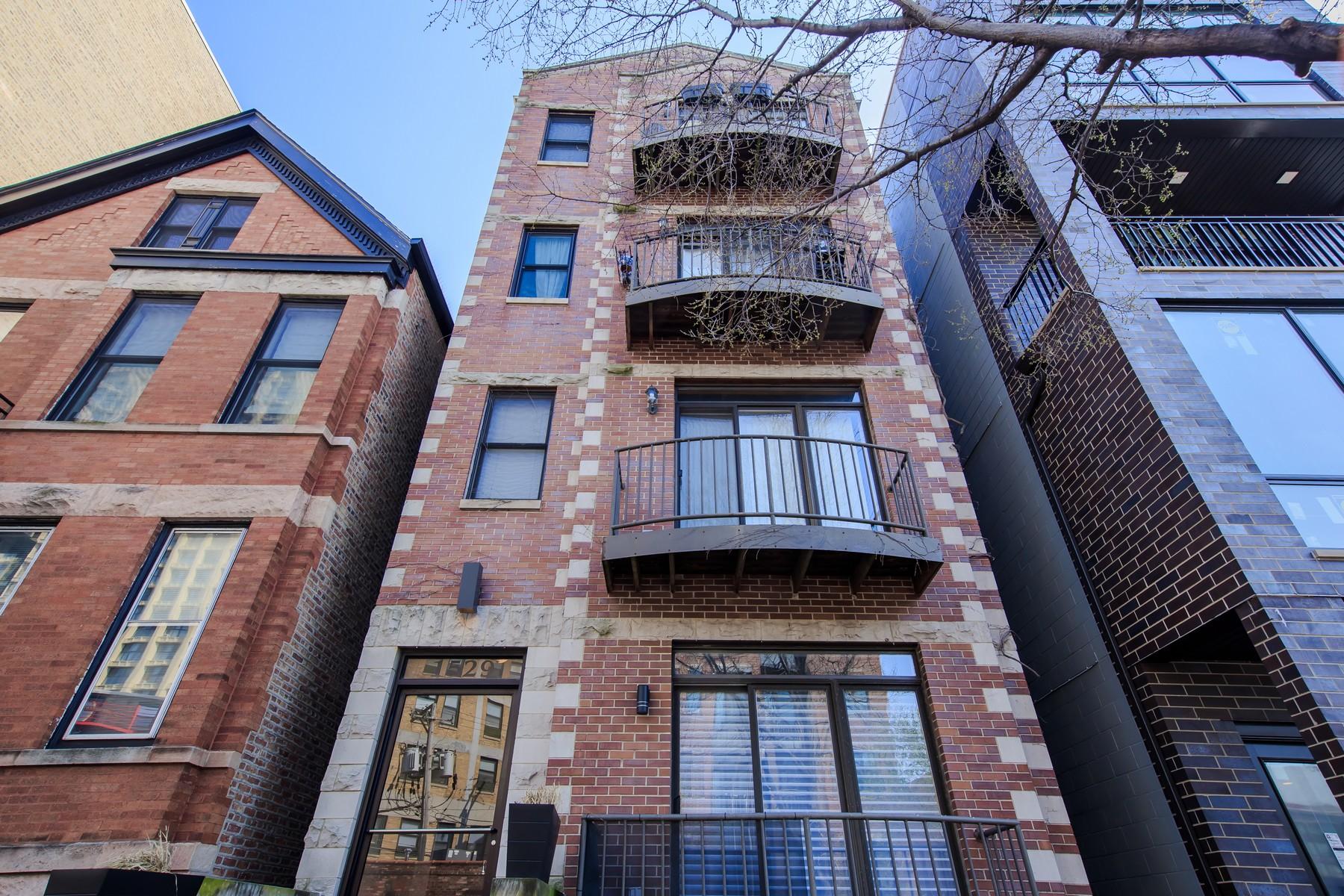 콘도미니엄 용 매매 에 Enormous Duplex-Down 1529 W Haddon Avenue Unit 1A Chicago, 일리노이즈, 60642 미국