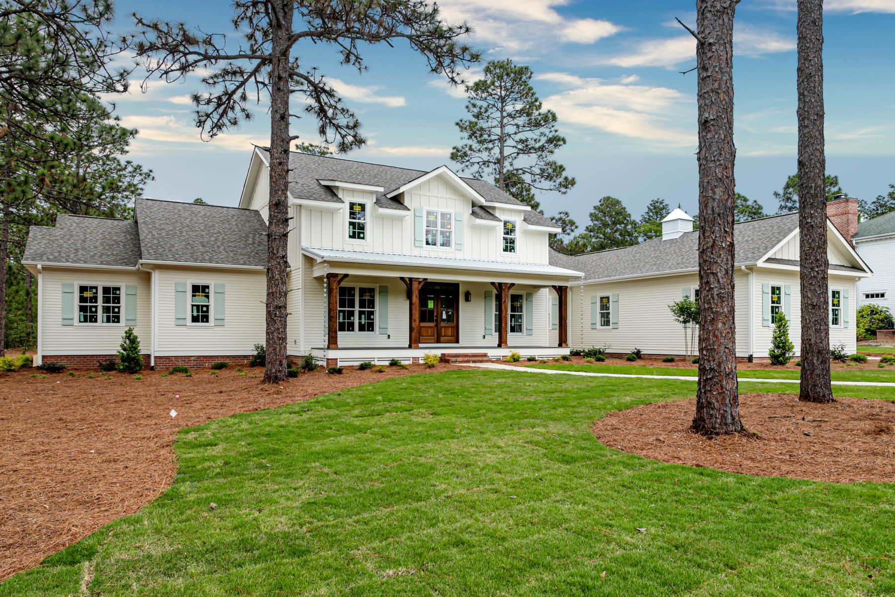 Single Family Homes for Sale at 107 Chesterfield Dr. Pinehurst, North Carolina 28374 United States