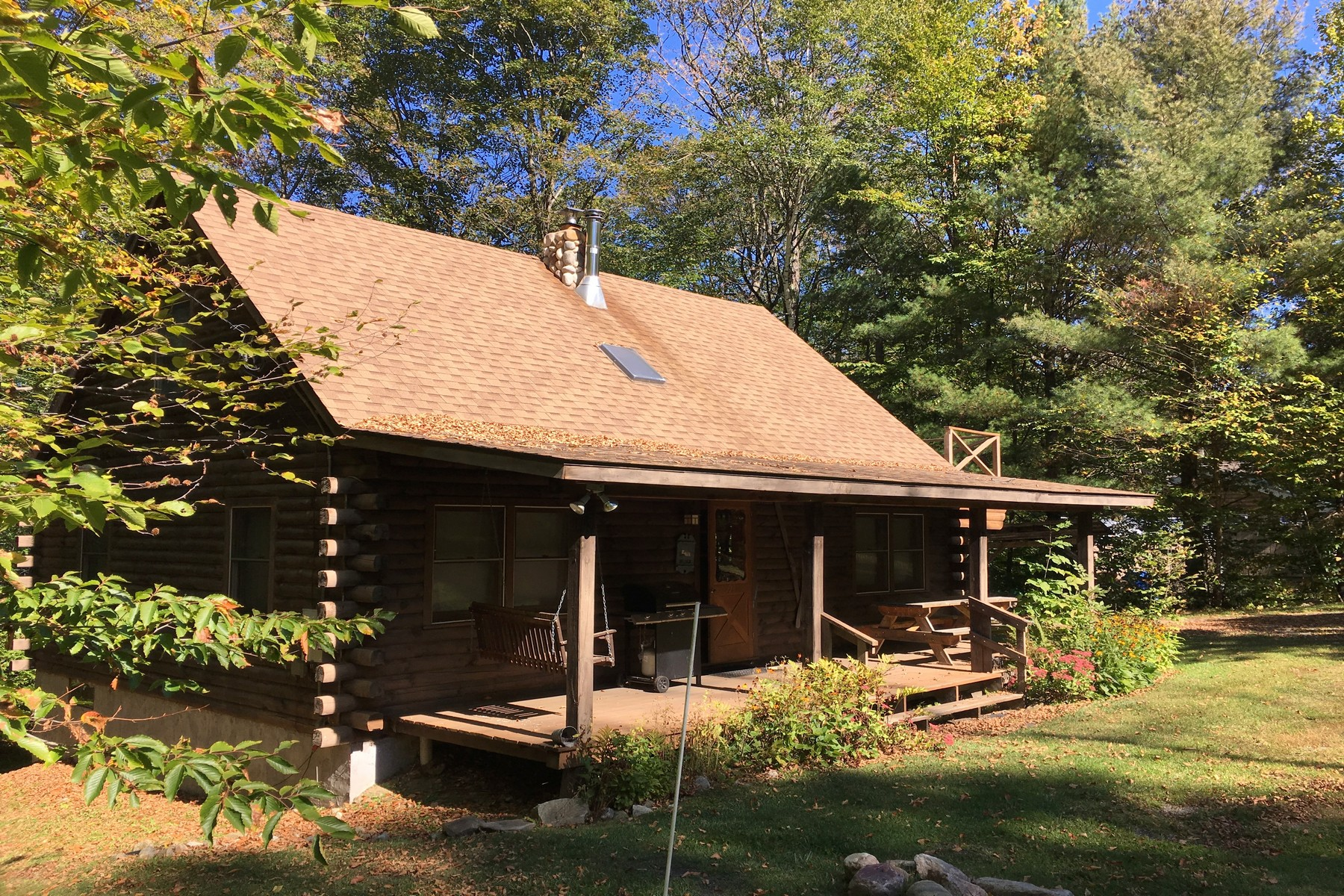 Casa Unifamiliar por un Venta en Cozy Log Cabin - Close to Stratton Mountain 92 Edie, Jamaica, Vermont, 05343 Estados Unidos