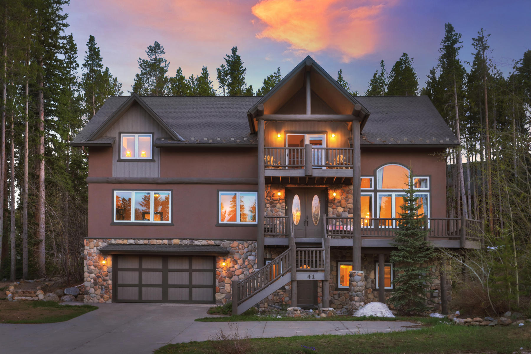 Single Family Home for Active at The Ski Inn 41 Boulder Circle Breckenridge, Colorado 80424 United States