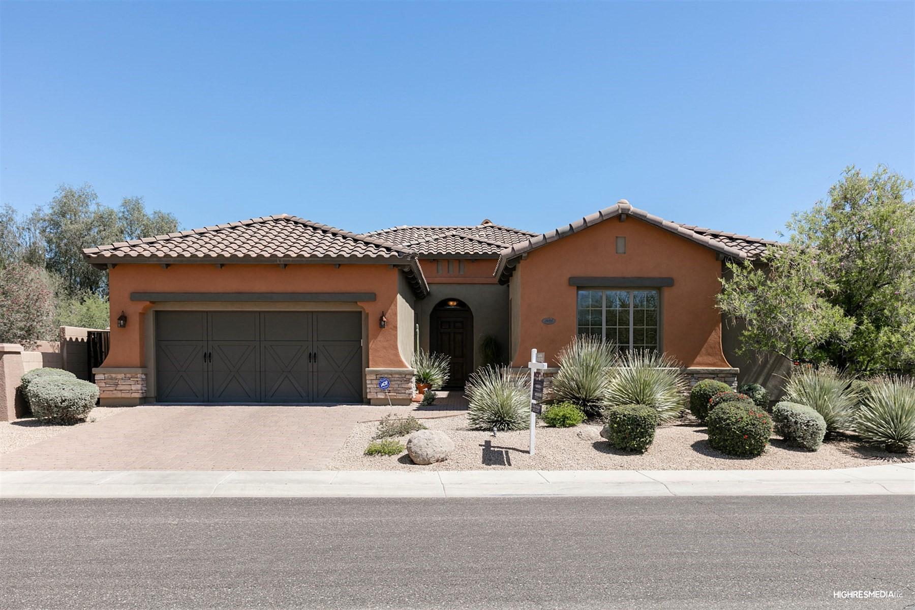 Casa Unifamiliar por un Venta en Desirable single level home in Aviano 3938 E Daley Ln Phoenix, Arizona, 85050 Estados Unidos