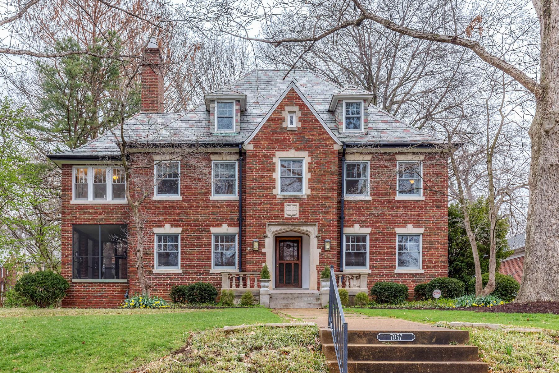 独户住宅 为 销售 在 Kingsbury Blvd 7057 Kingsbury Blvd 大学城, 密苏里州, 63130 美国