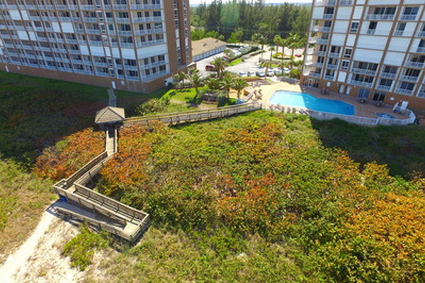 Additional photo for property listing at The Sky Touches the Sea of this Ninth Floor Oceanfront Condo! 4160 N Highway A1A #903A Hutchinson Island, Florida 34949 United States