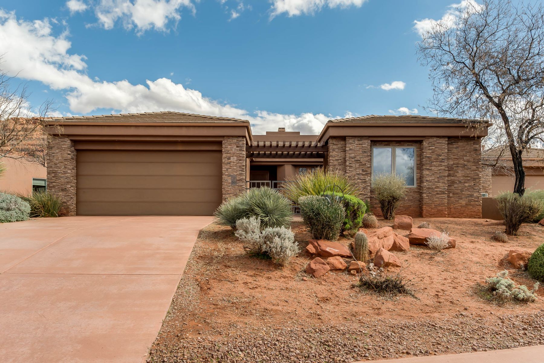 Villa per Vendita alle ore Elegant and Inviting 3 Bed and 3 Bath Home 2255 N Tuweap Dr. #56 St. George, Utah, 84770 Stati Uniti