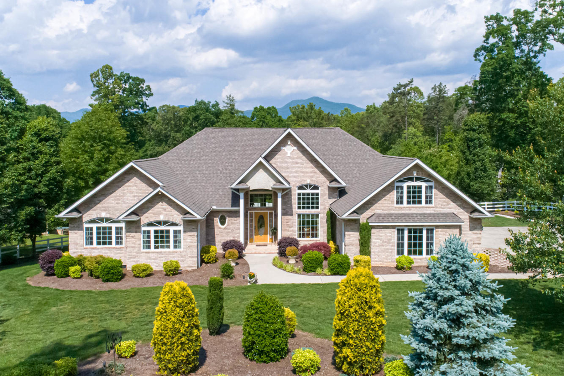 Single Family Homes for Active at CANDLER 187 Rhinehart Rd Candler, North Carolina 28715 United States