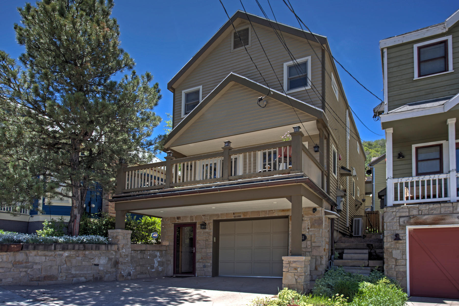 Vivienda unifamiliar por un Venta en Quiet, Convenient Setting on mid-Norfolk Avenue 961 Norfolk Ave Park City, Utah, 84060 Estados Unidos