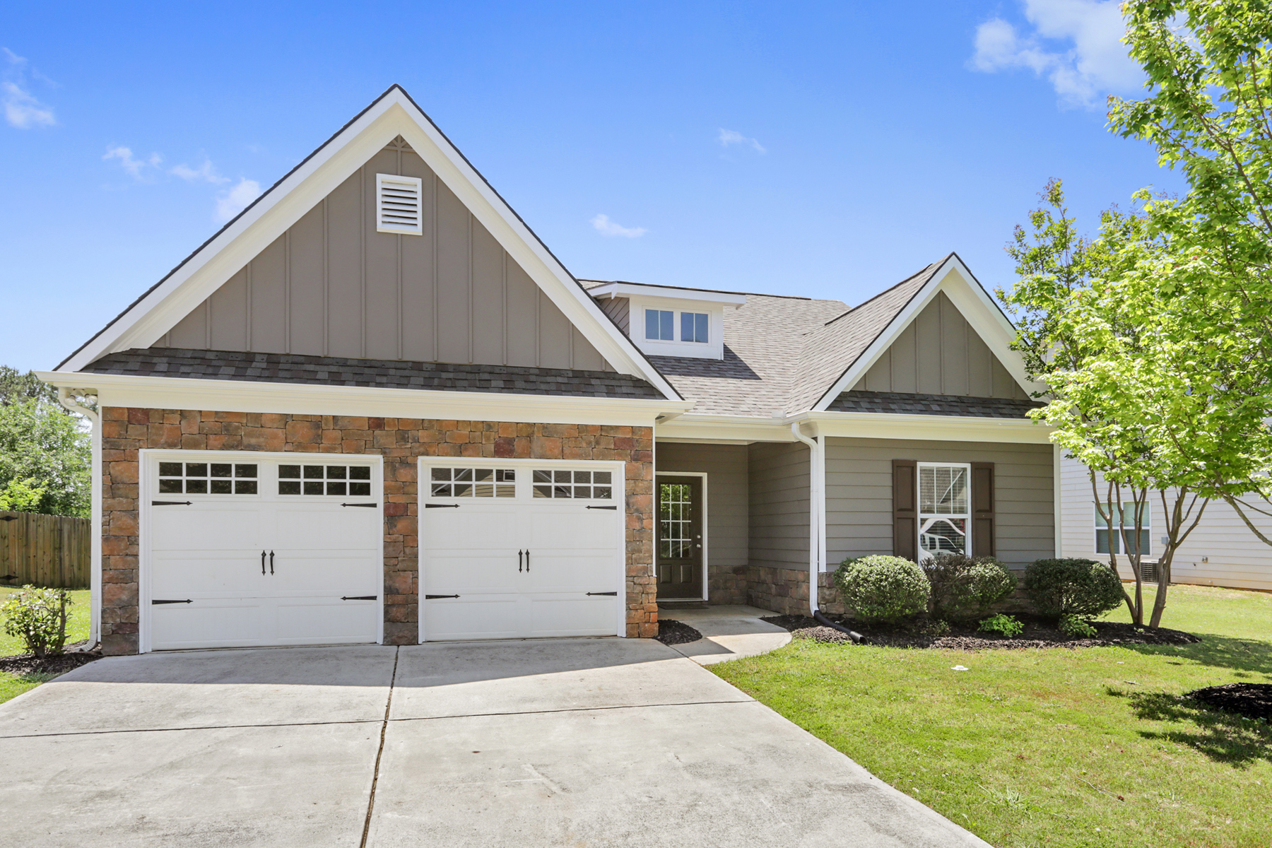 단독 가정 주택 용 임대 에 Charming Lease Opportunity In Cartersville 66 Mercer Lane Cartersville, 조지아 30120 미국