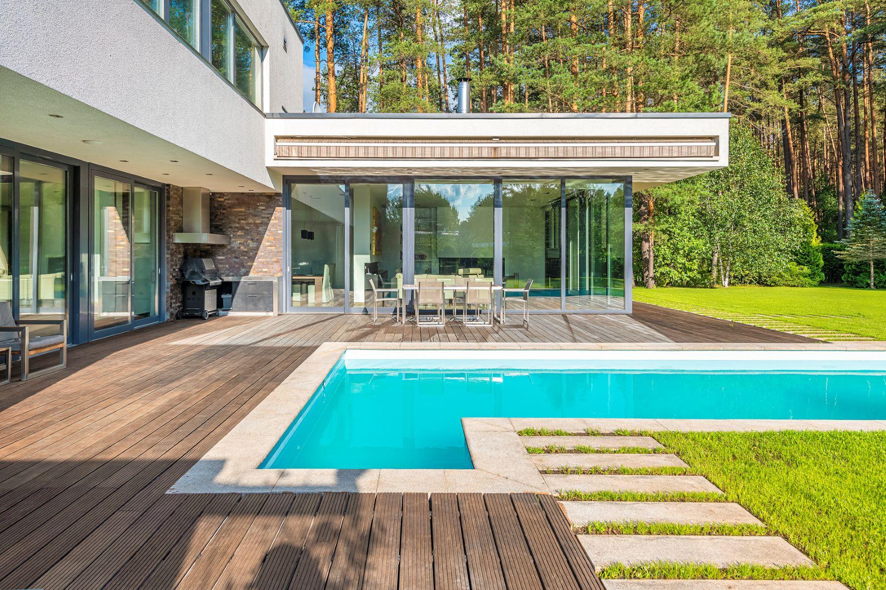 Single Family Homes por un Venta en Modern House with a Swimming Pool Vilnius, Vilnius County Lituania