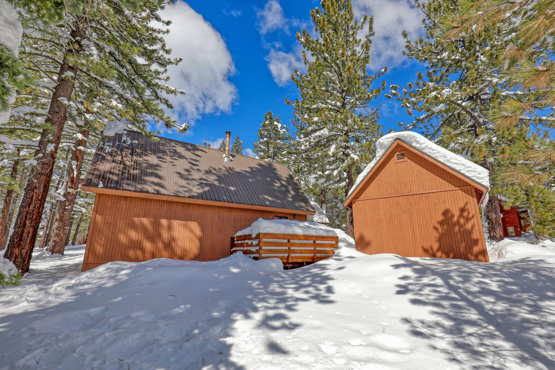 Additional photo for property listing at Cozy Ski cabin near Rec Center 11894 Oslo Drive Truckee, California 96161 United States
