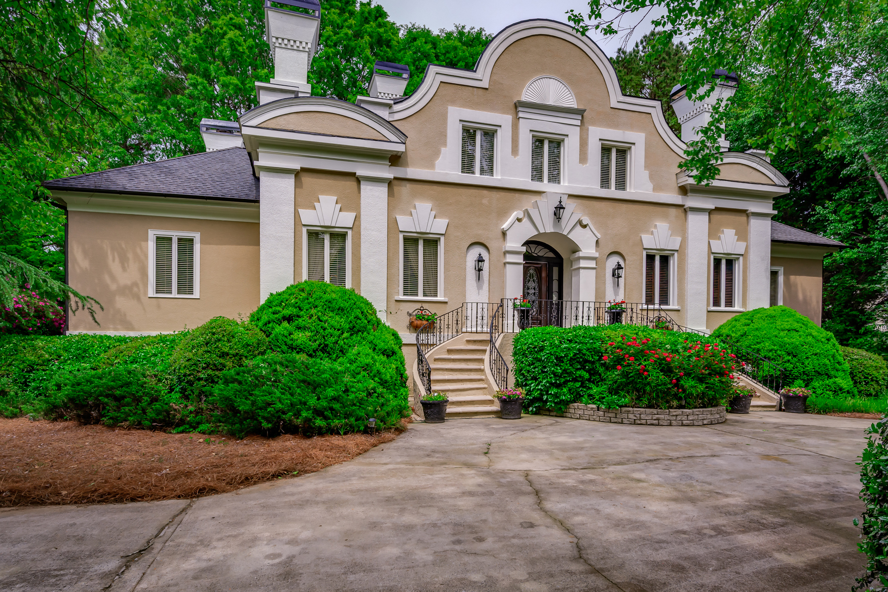 Single Family Homes for Sale at Original One of a Kind Frank Spitzmiller Designed Home 5380 Chelsen Wood Drive Johns Creek, Georgia 30097 United States