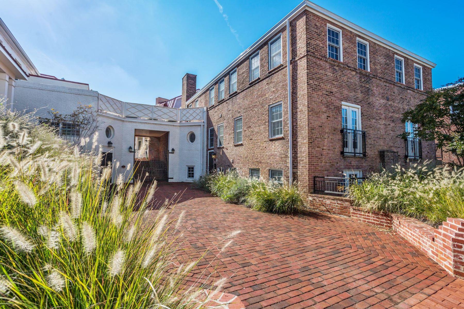 Property for Sale at 611 D St SE #4d 611 D St SE #4d Washington, District Of Columbia 20003 United States