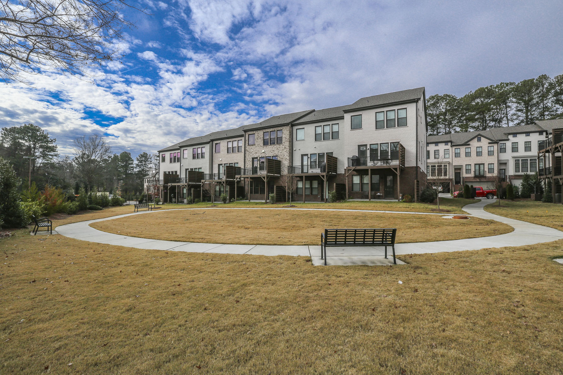 Additional photo for property listing at New Construction Townhome in the Heart of Dunwoody 4330 Georgetown Square Unit 15 Dunwoody, 조지아 30338 미국