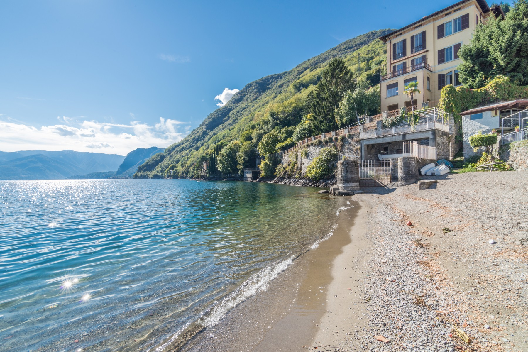 Single Family Home for Sale at Magnificient Villa pied dans l'eau Vicolo Ronchi Menaggio, Como 22017 Italy