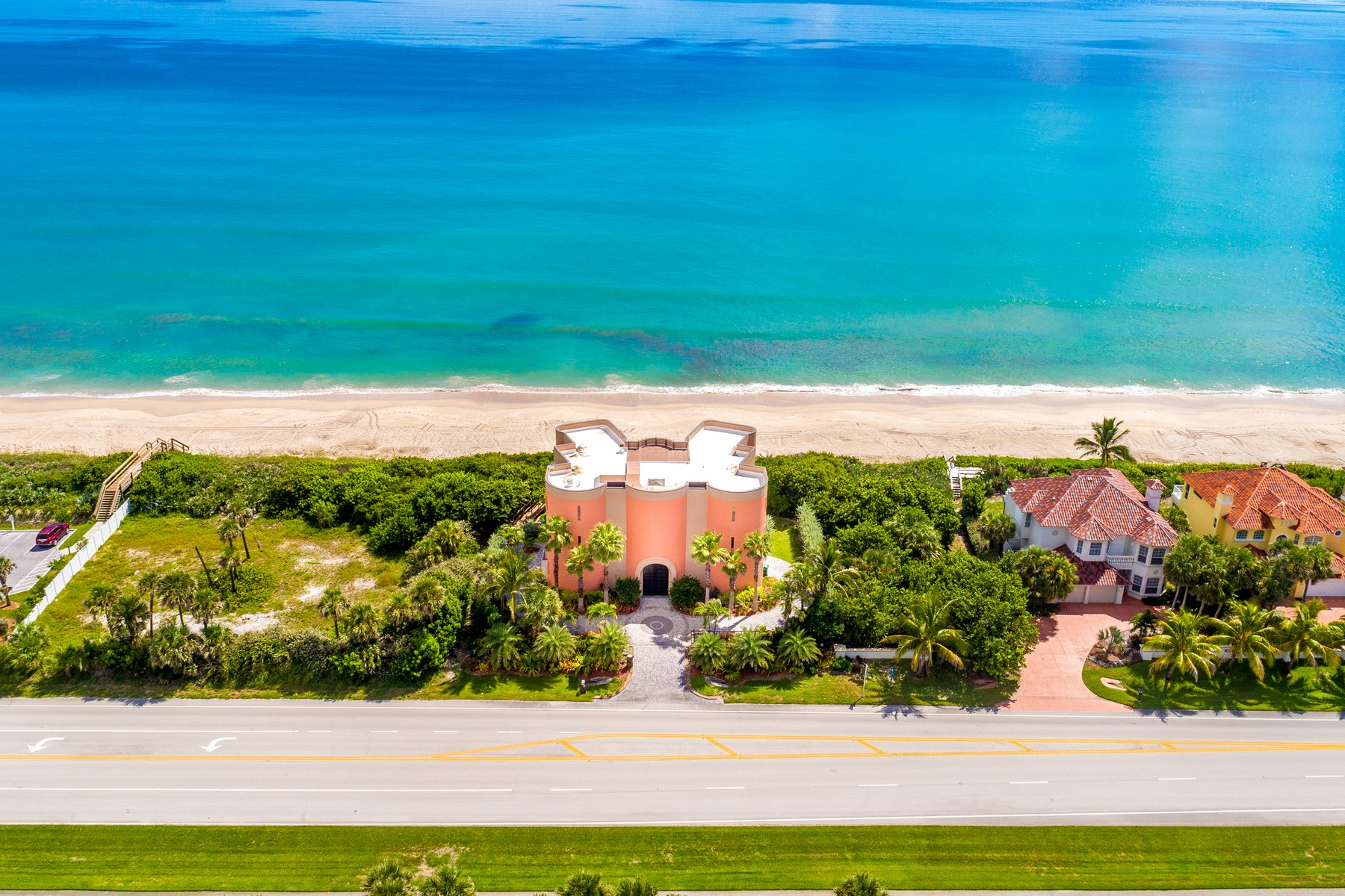 Additional photo for property listing at Oceanfront Castle! 7525 Highway A1A 墨尔本海滩, 佛罗里达州 32951 美国